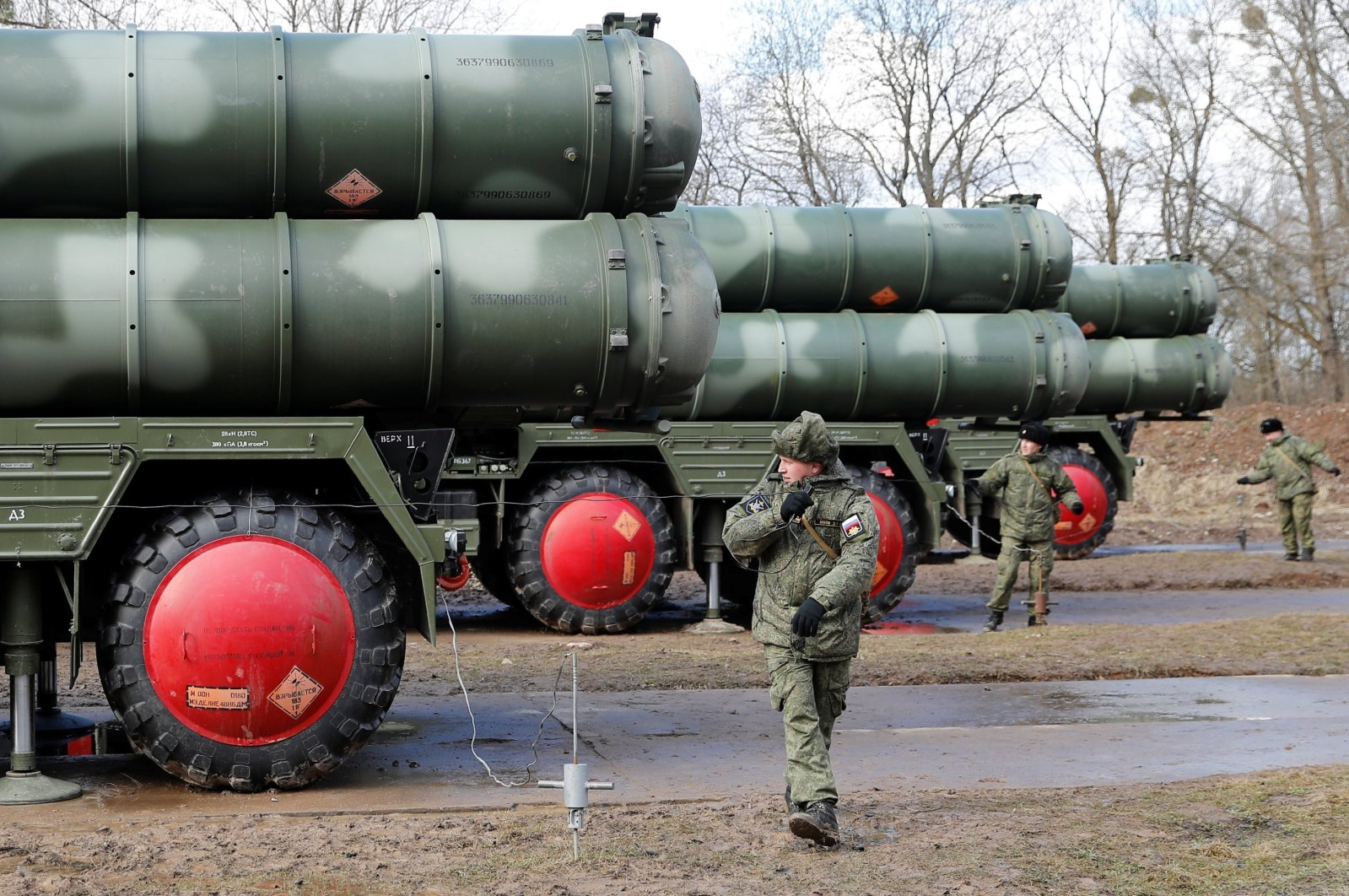 Russian servicemen stand next to a new S-400 surface-to-air missile system after its deployment at a military base outside the town of Gvardeysk near Kaliningrad, Russia on March 11, 2019. (Reuters Photo)