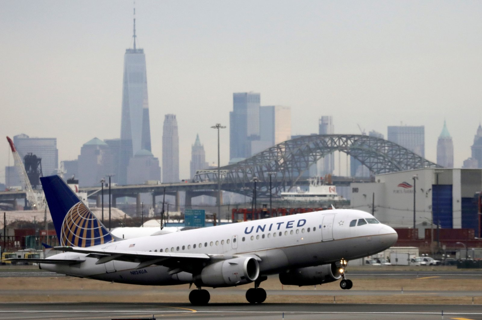 A United Airlines passenger jet takes off with New York City as a backdrop, at Newark Liberty International Airport, New Jersey, U.S. Dec. 6, 2019. (Reuters Photo)