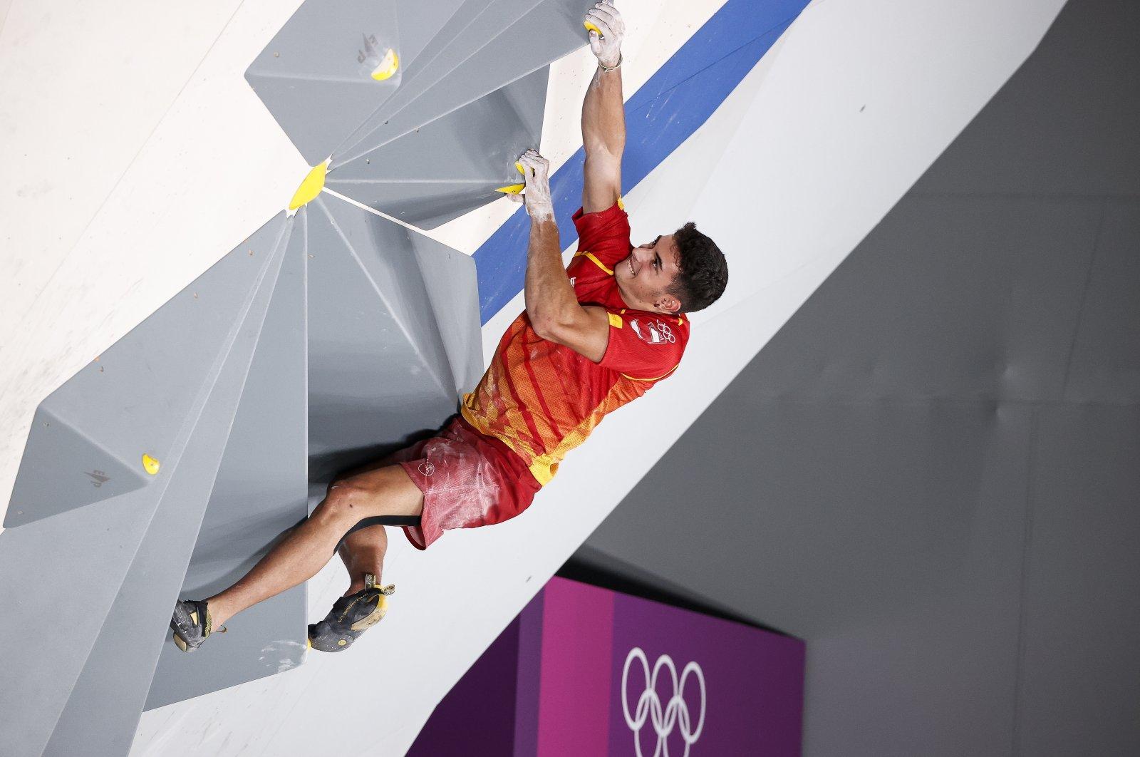 Spain's Alberto Gines Lopez during the Tokyo 2020 Olympics men's sport climbing final at the Aomi Urban Sports Park, Tokyo, Japan, Aug. 5, 2021. (EPA Photo)