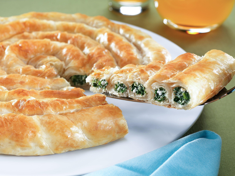 A traditional Turkish tepsi böreği prepared with spinach. (Shutterstock Photo)
