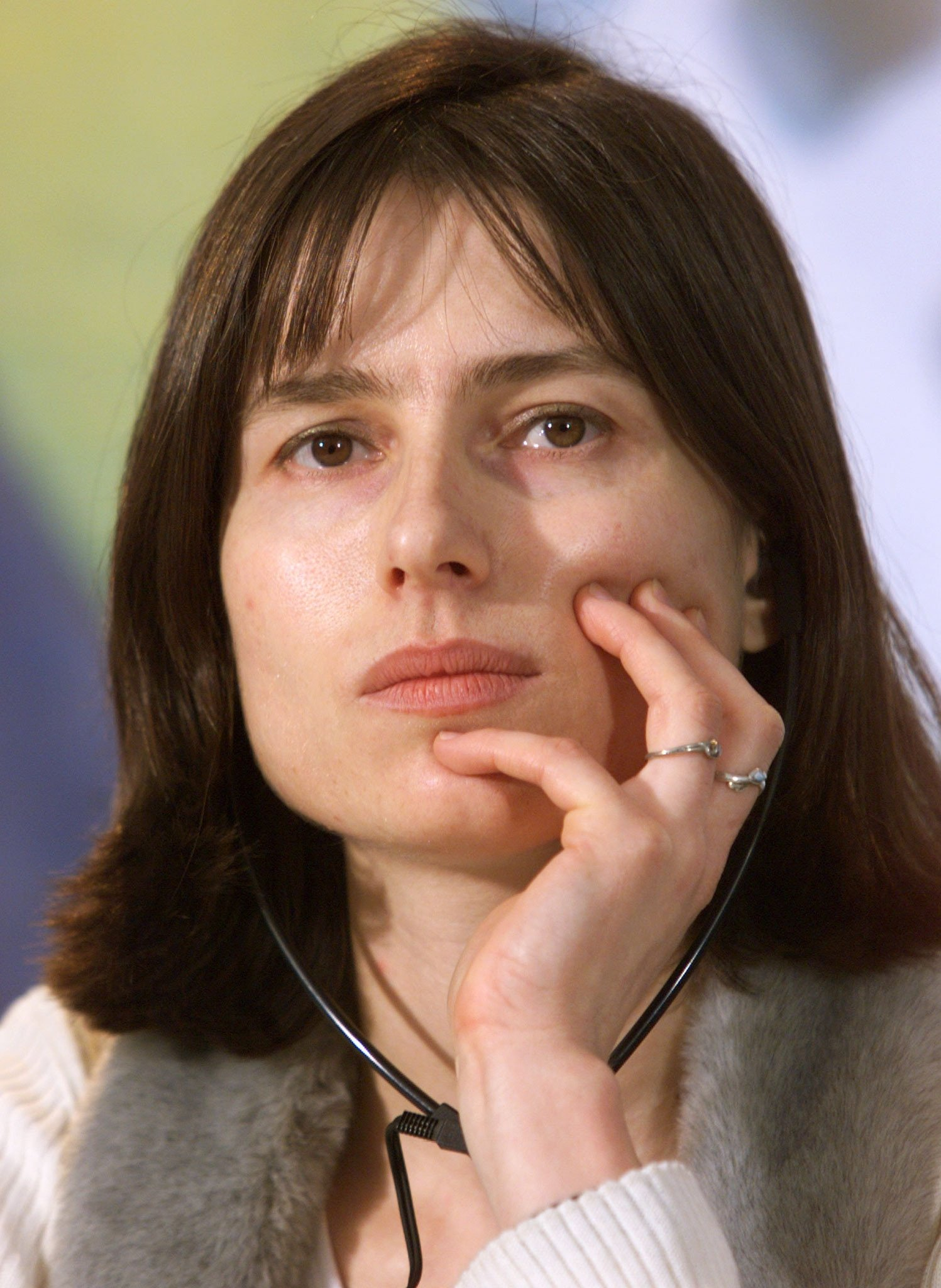 Turkish film director Yeşim Ustaoğlu listens to journalist's questions during a news conference after screening her film 'Güneşe Yolculuk' at the 49th annual Berlin Film Festival in Berlin February 15, 1999. (REUTERS Photo)