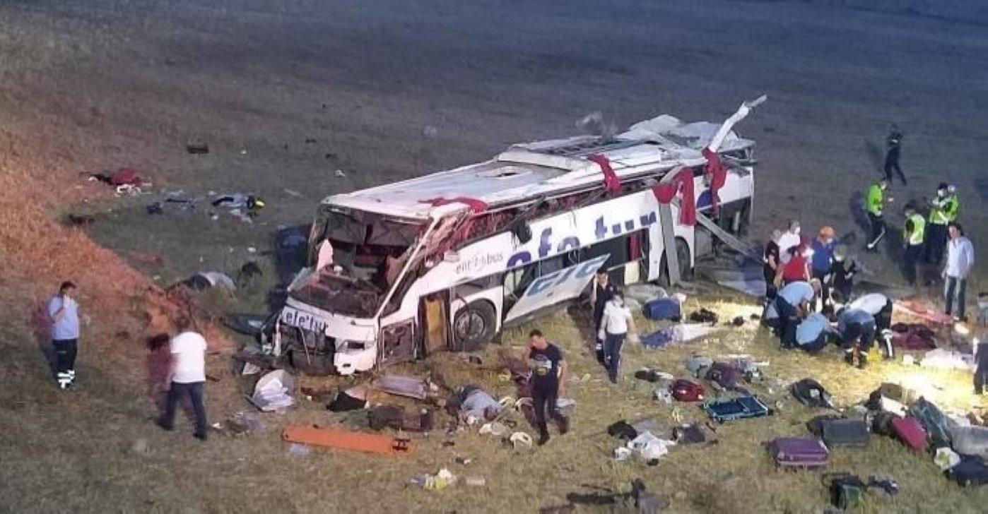 14 killed in passenger bus crash in Turkey's Balıkesir   Daily Sabah