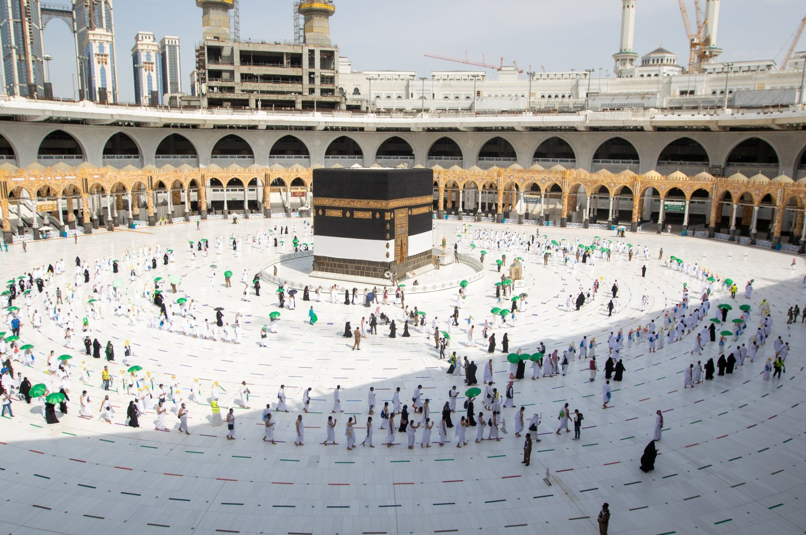 Pilgrims keeping social distance perform their umrah pilgrimage in the Grand Mosque during the annual haj pilgrimage, in the holy city of Mecca, Saudi Arabia, July 17, 2021. (Reuters Photo)