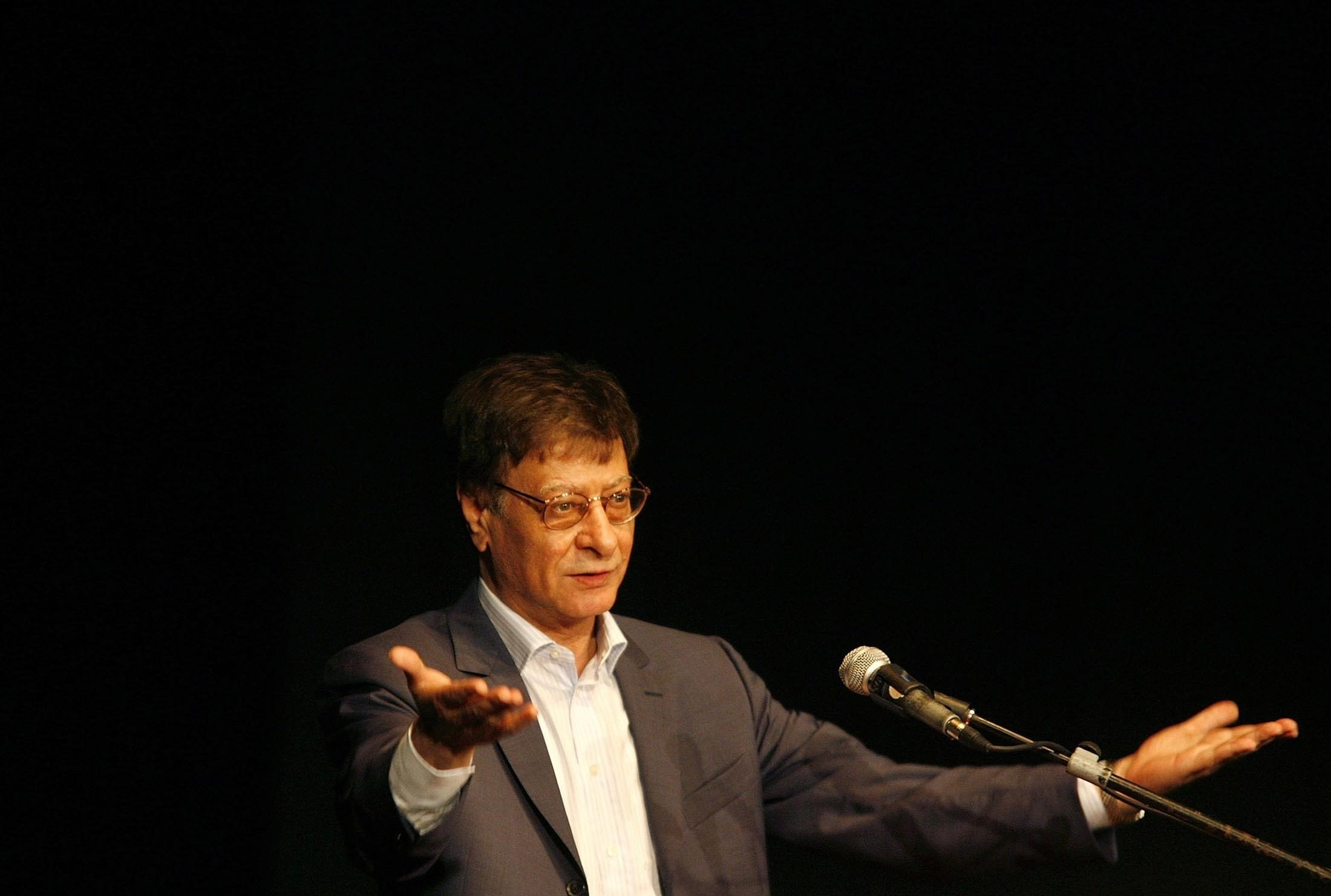 Palestinian poet and journalist Mahmoud Darwish reads during his poetry show in Haifa, Israel, July 15, 2007. (Getty Images)