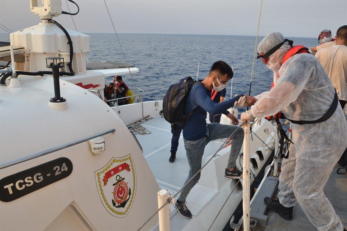 Turkish coast guard units rescue migrants off the coast of Alaçatı in Çeşme district, Izmir, southwestern Turkey, Aug. 9, 2021. (AA Photo)