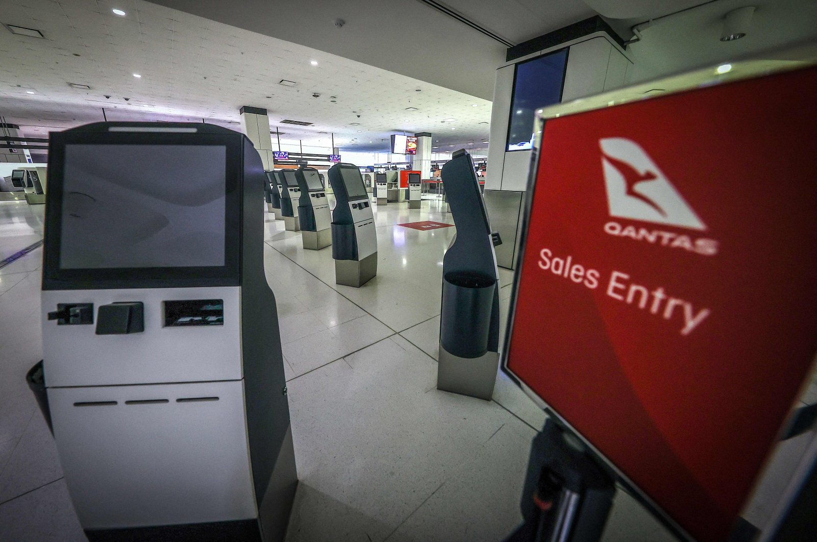 The Qantas Airways check-in area in the departures area of the Sydney International Airport in Sydney, Australia, Sept. 29, 2020. (AFP Photo)