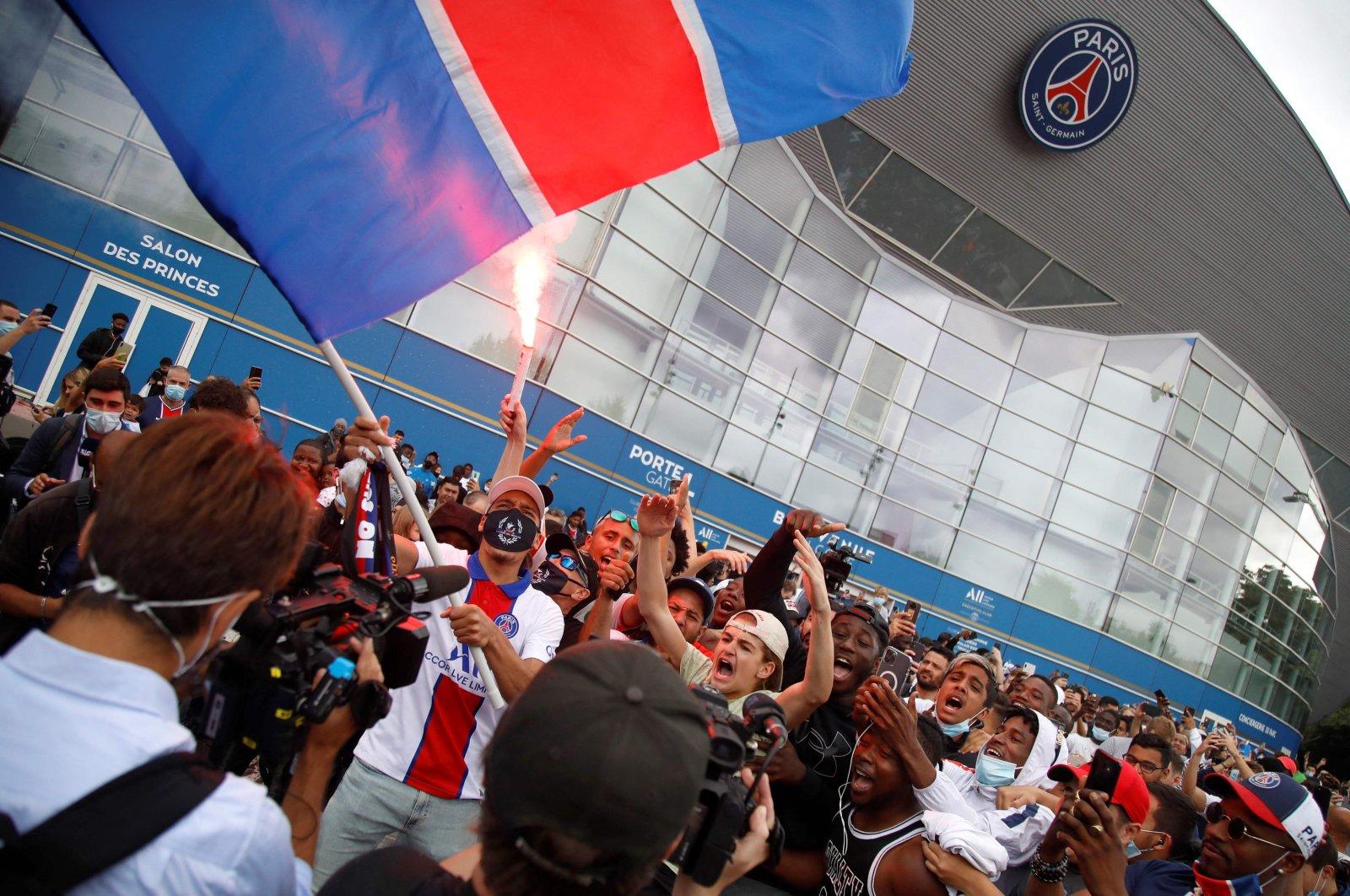 Supporters cheer outside French football club Paris Saint-Germain's (PSG) Parc des Princes stadium in Paris, France, Aug. 10, 2021. (AFP Photo)