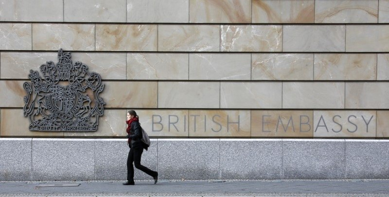 A pedestrian walks in front of the British embassy in Berlin, November 5, 2013. (Reuters Photo)