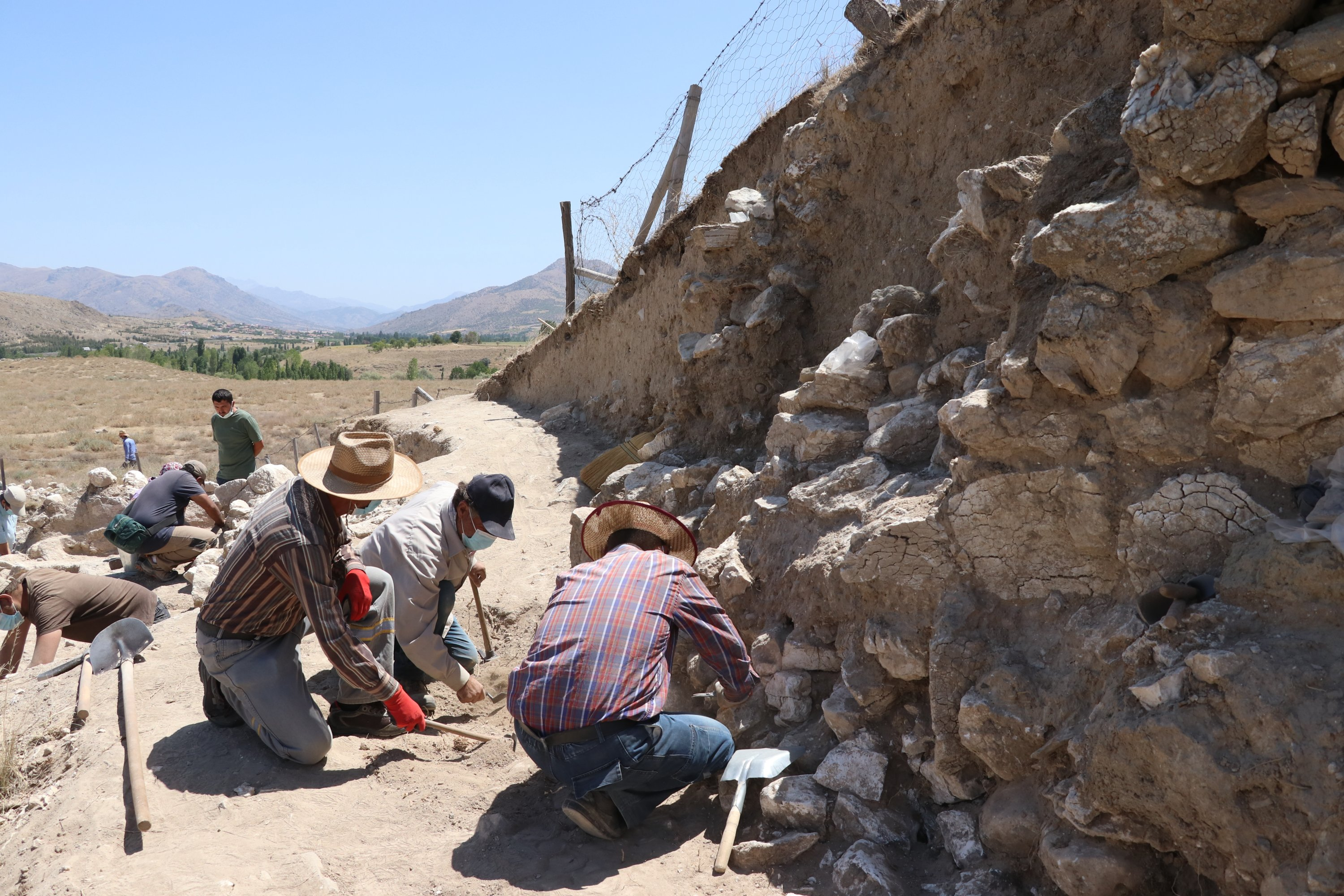 Archaeologists unearth the city walls in the Porsuk Mound, Niğde, central Turkey, August 10, 2021. (AA Photo)