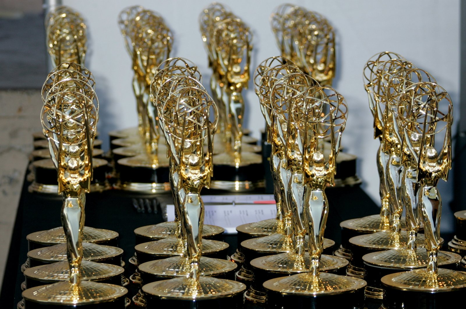 Rows of Emmy Award statuettes are seen at the 2006 Creative Arts Emmys in Los Angeles on August 19, 2006. (REUTERS Photo)