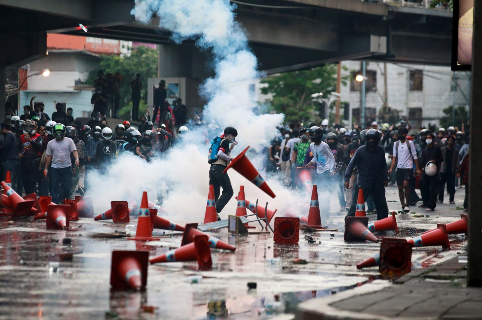 Demonstrators clash with police during a protest against the government's handling of the COVID-19 pandemic, in Bangkok, Thailand, Aug. 10, 2021. (REUTERS Photo)