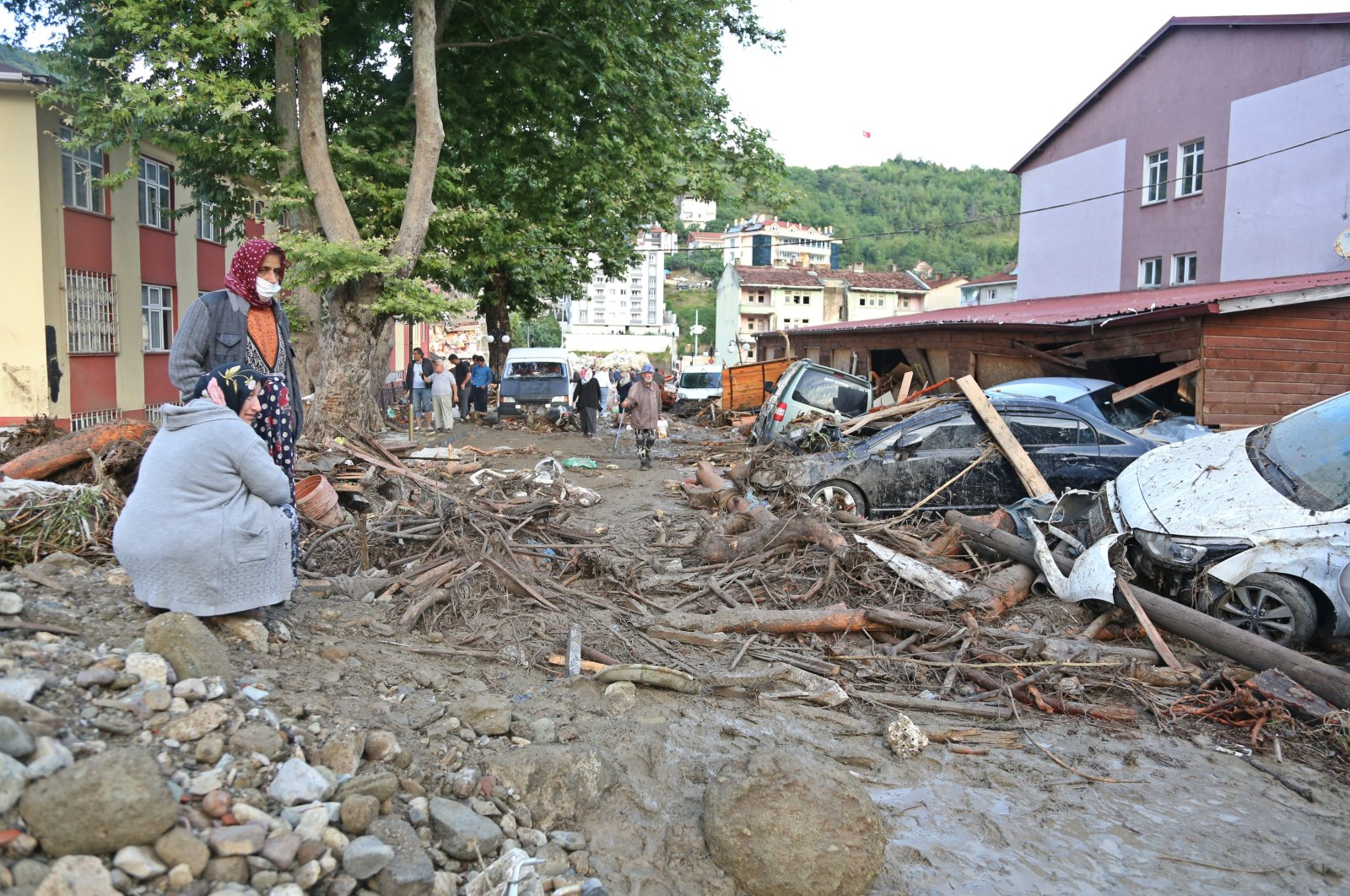 People inspect the debris and destruction caused by floods in the Bozkurt district of Kastamonu province, northern Turkey, Aug. 12, 2021. (İHA PHOTO)