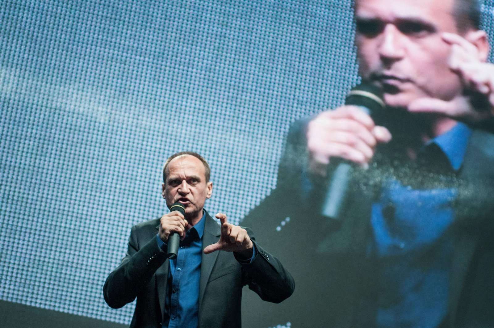 Polish artist and activist Pawel Kukiz addresses his supporters during a congress in Lubin, Poland, June 27, 2015. (AFP Photo)