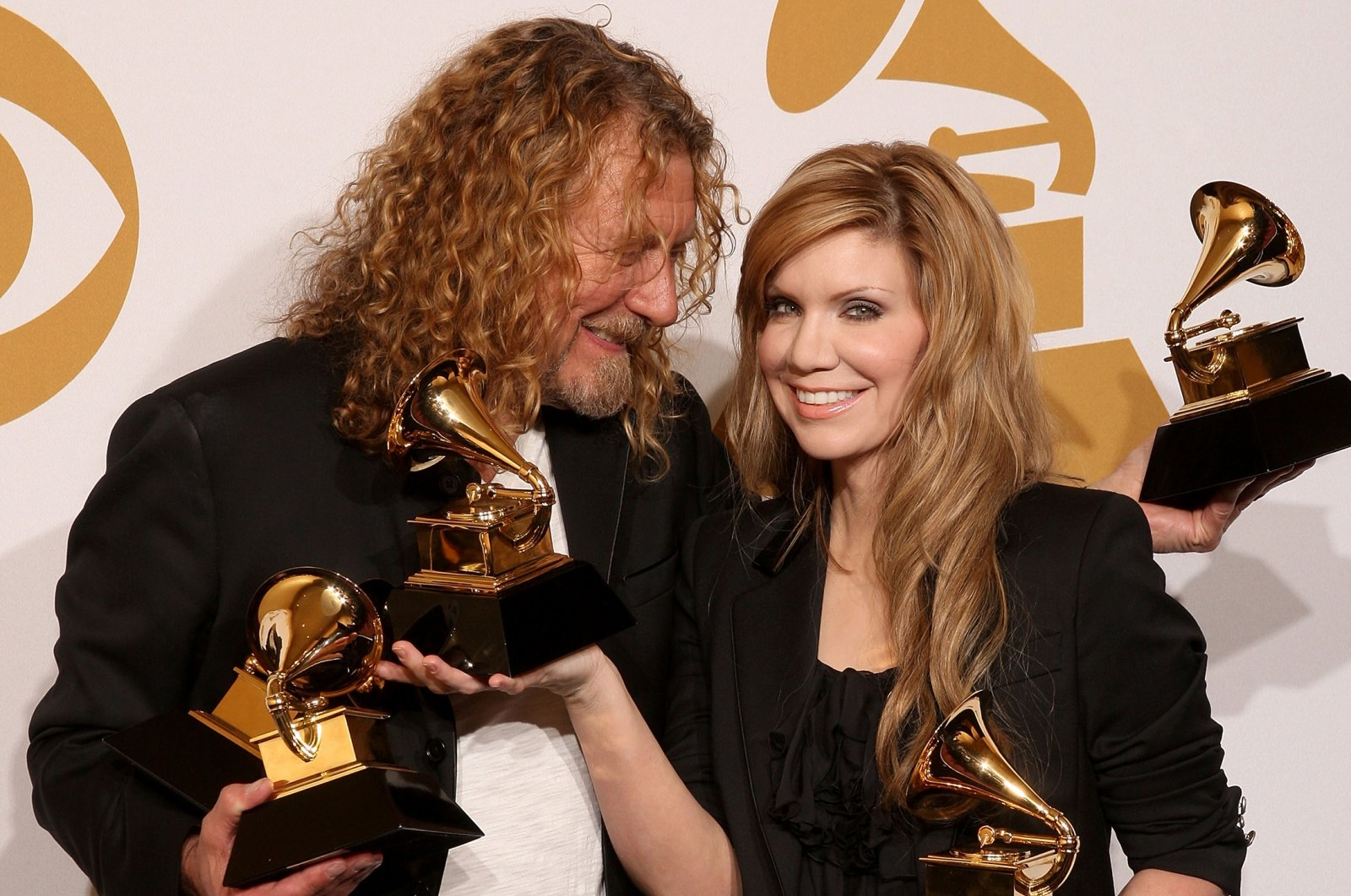 Musician Robert Plant (L) and singer Alison Krauss pose in the press room during the 51st Annual Grammy Awards held at the Staples Center on February 8, 2009, Los Angeles, California, U.S.  (Getty Images)