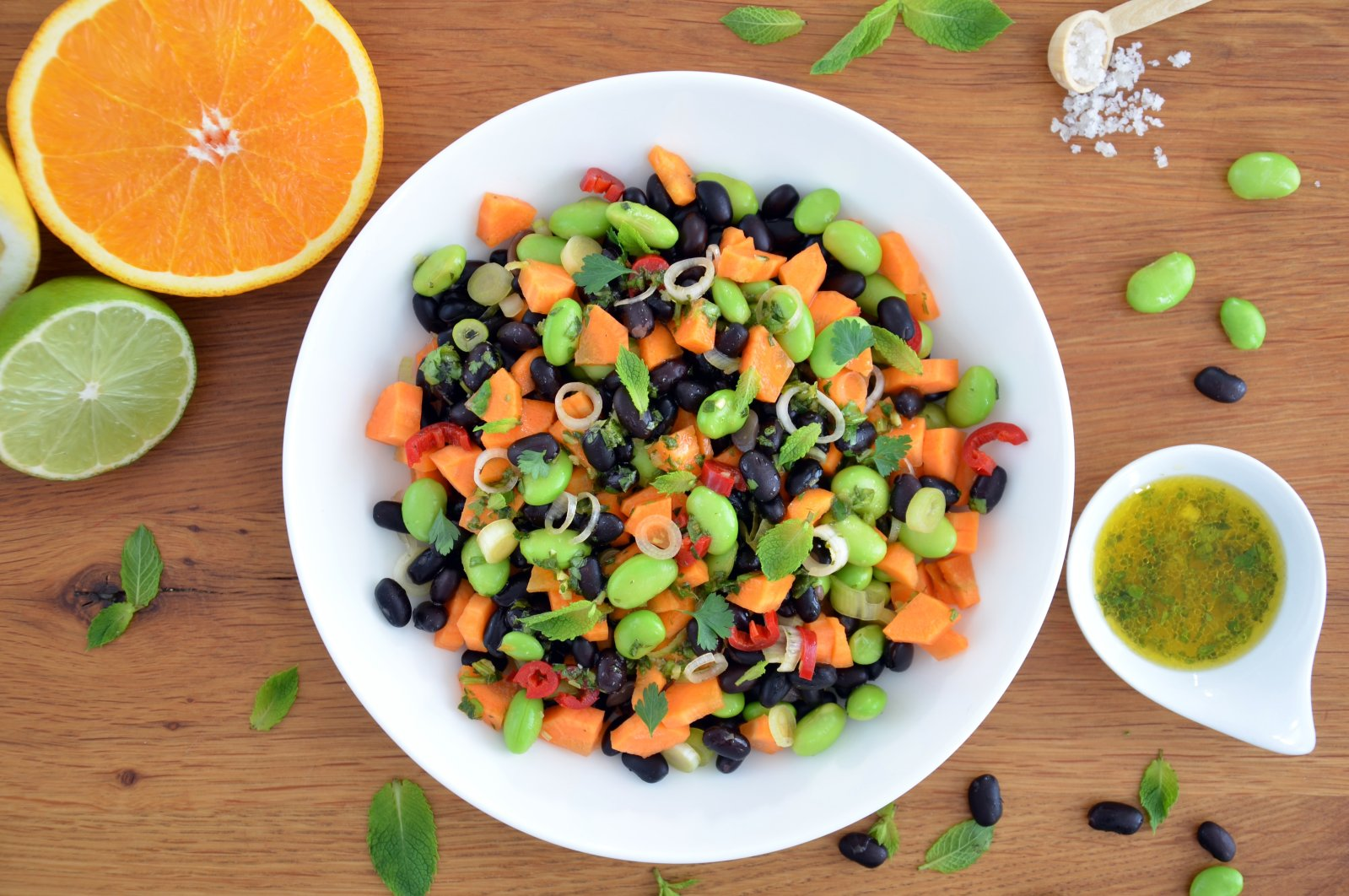 Black beans are guaranteed to make you feel full thanks to all their fibre, and they work well with spices and herbs that will make your tongue happy. (Julia Uehren/loeffelgenuss.de via dpa)