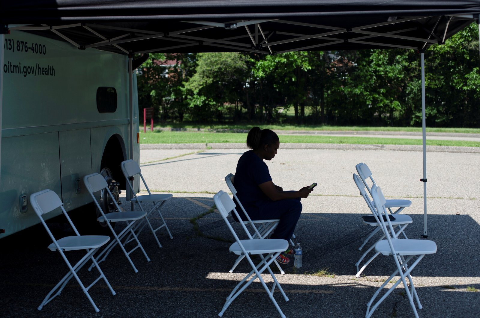 A nurse sits in the waiting area as she and other nurses wait for people to arrive for their COVID-19 vaccinations at a mobile pop-up vaccination clinic in Detroit, Michigan, U.S., July 26, 2021. (Reuters Photo)