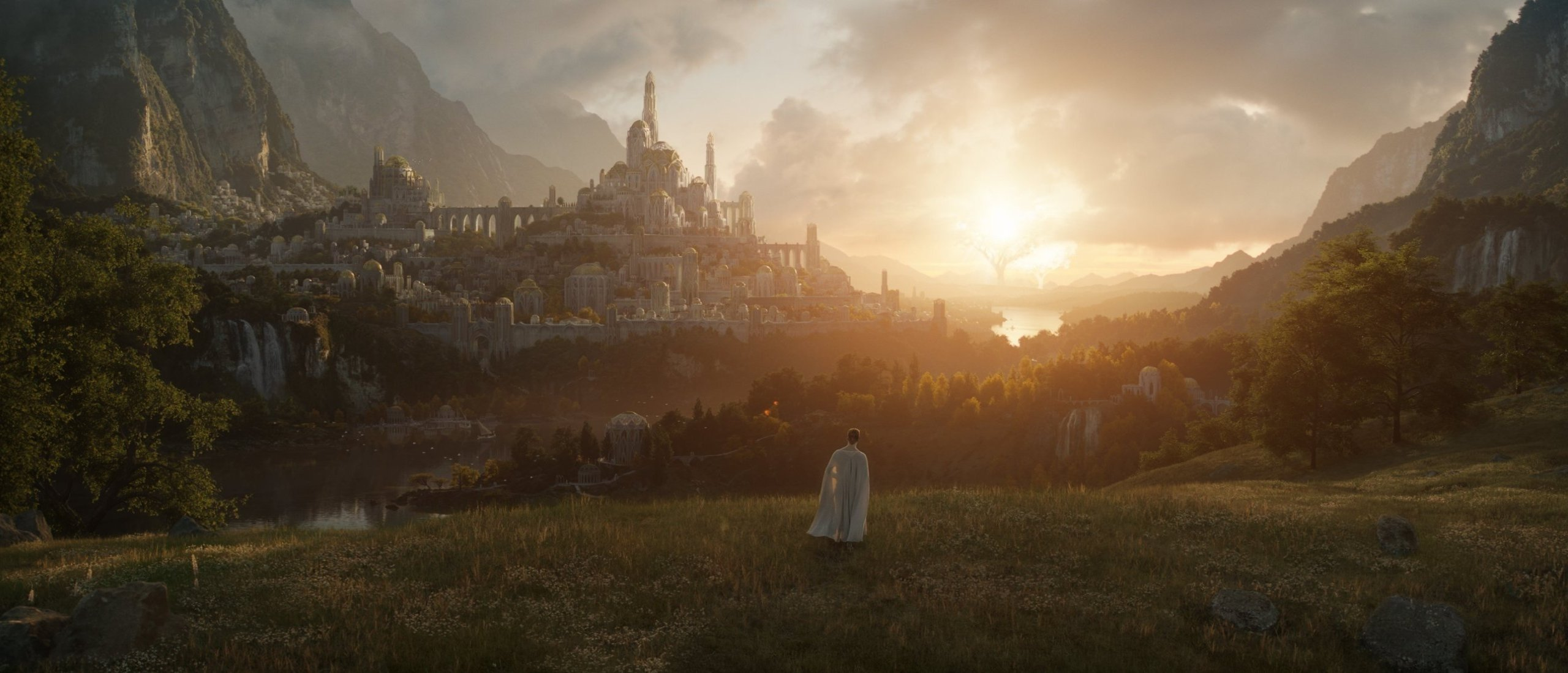 """A still shot from Amazon's """"The Lord of the Rings"""" TV series."""