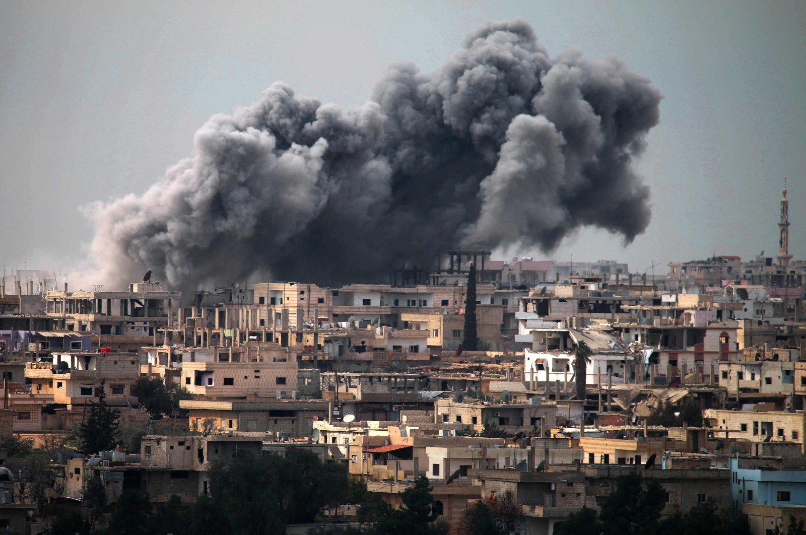 Smoke billows following reported airstrikes on a rebel-held area in the southern city of Daraa, Syria, March 16, 2017. (AFP File Photo)