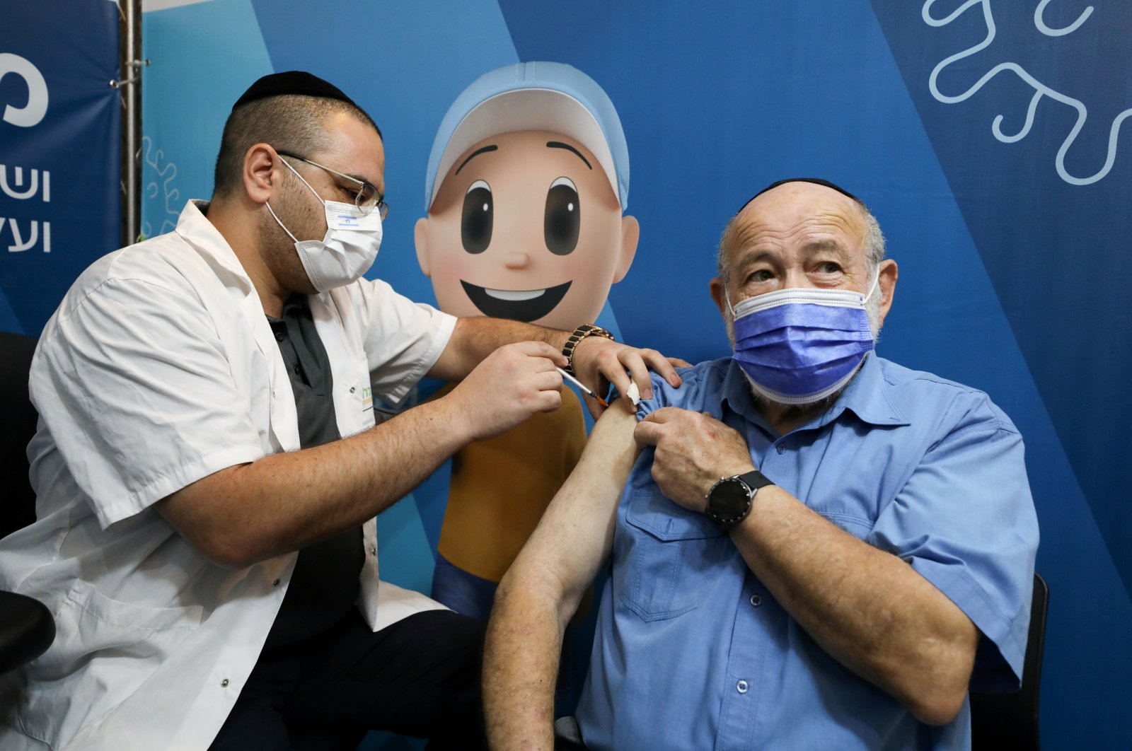 A man receives his third dose of the coronavirus vaccine at a Clalit health care maintenance organization in Jerusalem, Aug. 11,2021. (Reuters Photo)