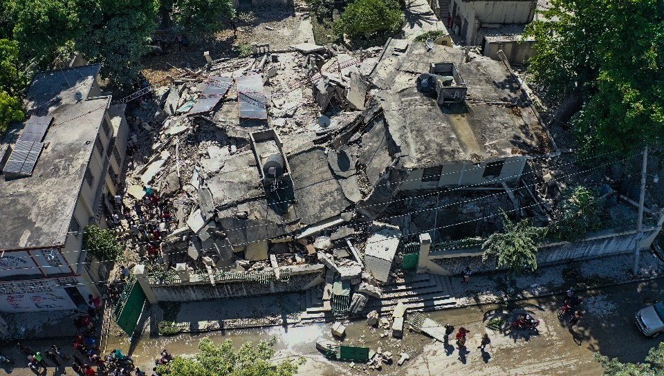 A drone photograph of the damage caused by a 7.2 magnitude earthquake in Los Cayos, Haiti, 14 August 2021. (EPA Photo)