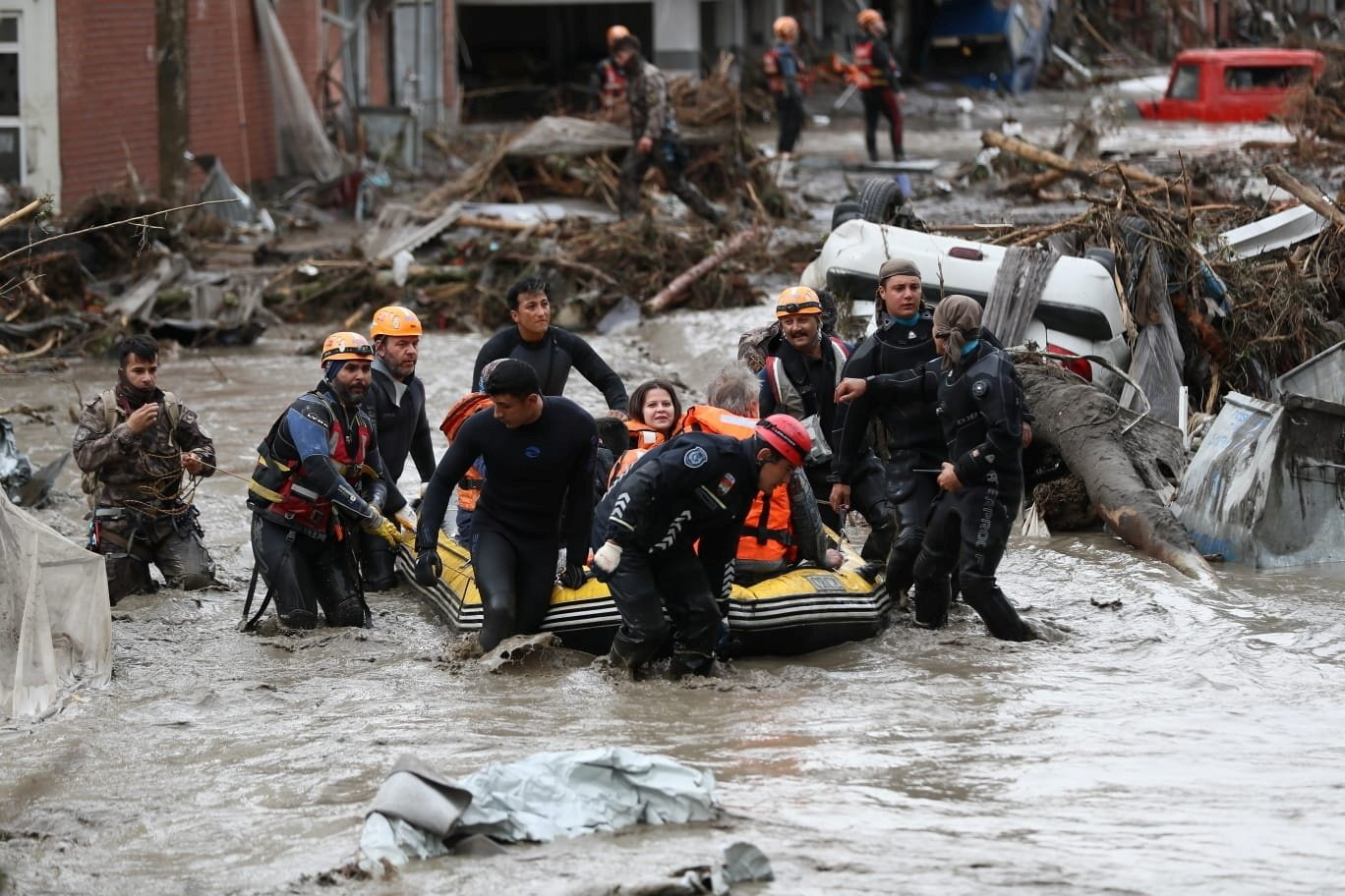Search and rescue team members evacuate locals during flash floods sweeping through towns in the Black Sea region, in Bozkurt, a town in Kastamonu province, northern Turkey, Aug. 12, 2021. (Reuters Photo)