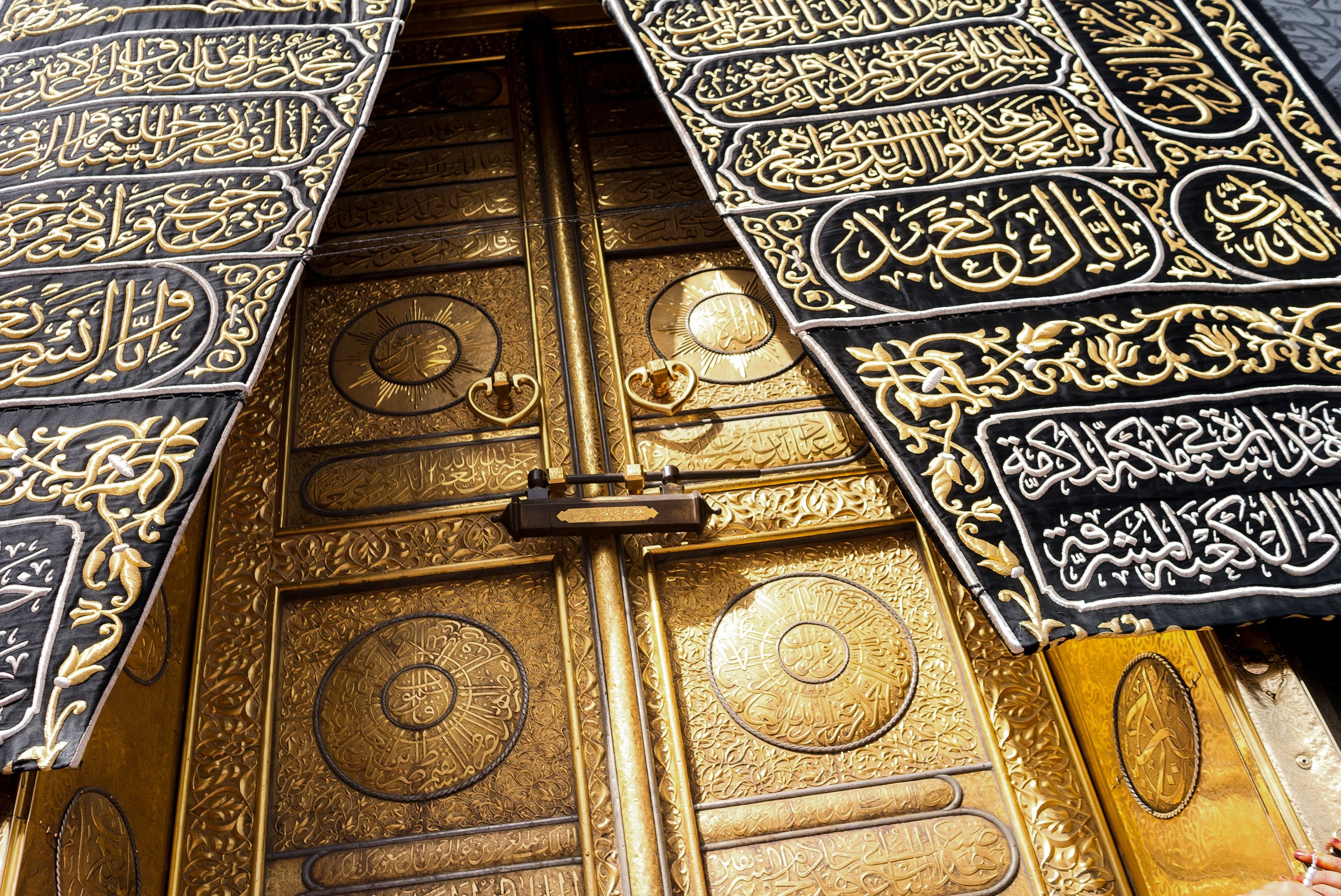The golden doorsof the Kaaba, the holiest site in Islam, is covered with kiswah,which is the cloth that covers the Kaaba, atMasjid al-Haram, Mecca, Saudi Arabia, May1, 2018. (Shutterstock Photo)
