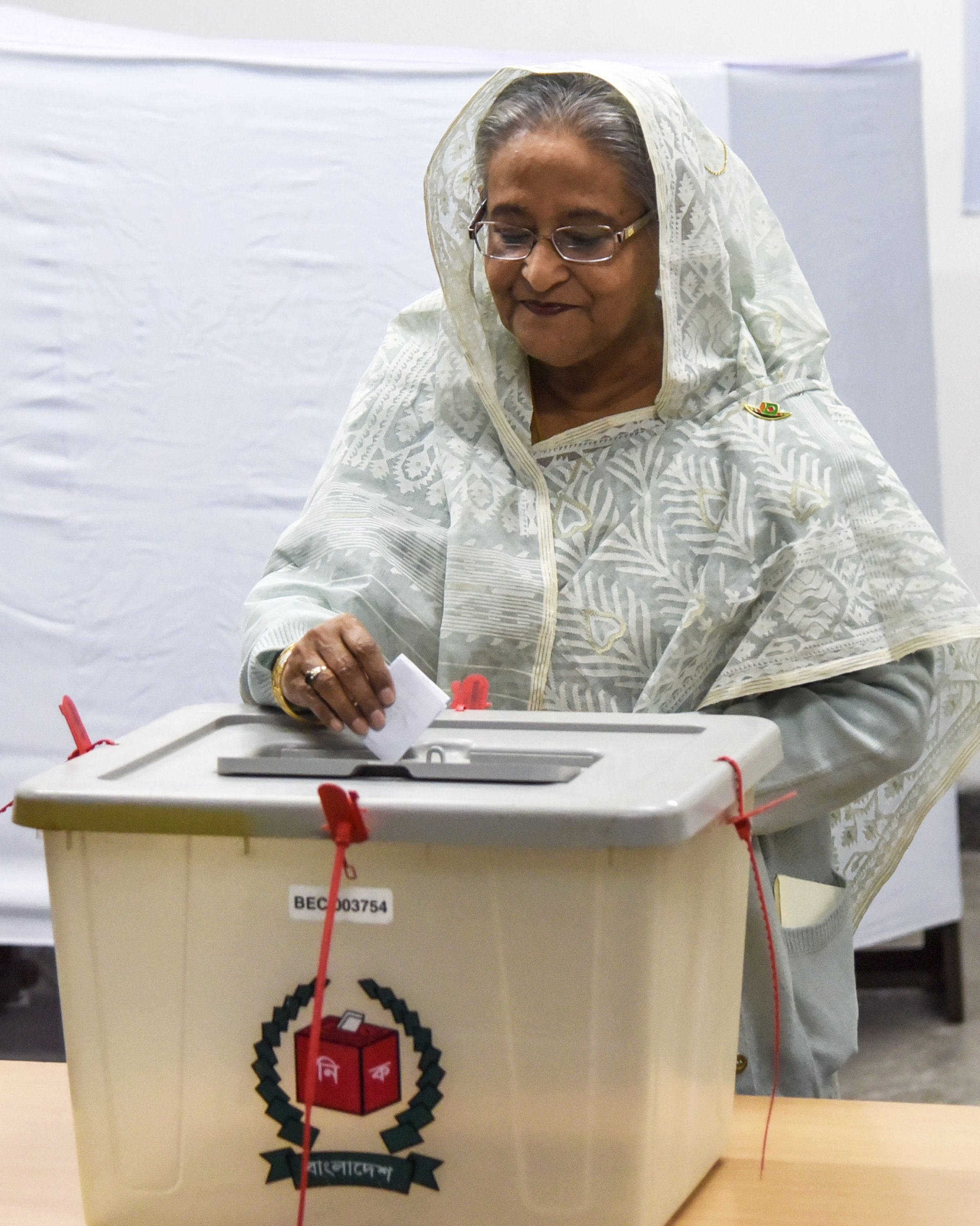 Bangladeshi Prime Minister Sheikh Hasina casts her vote at a polling station in Dhaka on Dec. 30, 2018.(AFP Photo)