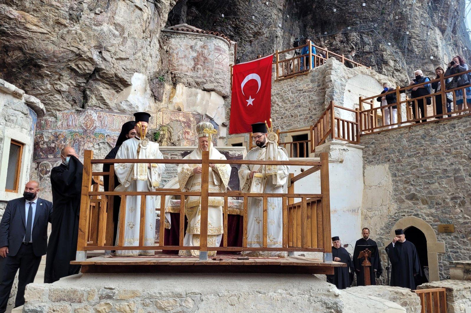 Patriarch Bartholomew I (C) presides the mass at Sümela Monastery, Trabzon, northern Turkey, Aug. 15, 2021. (DHA PHOTO)