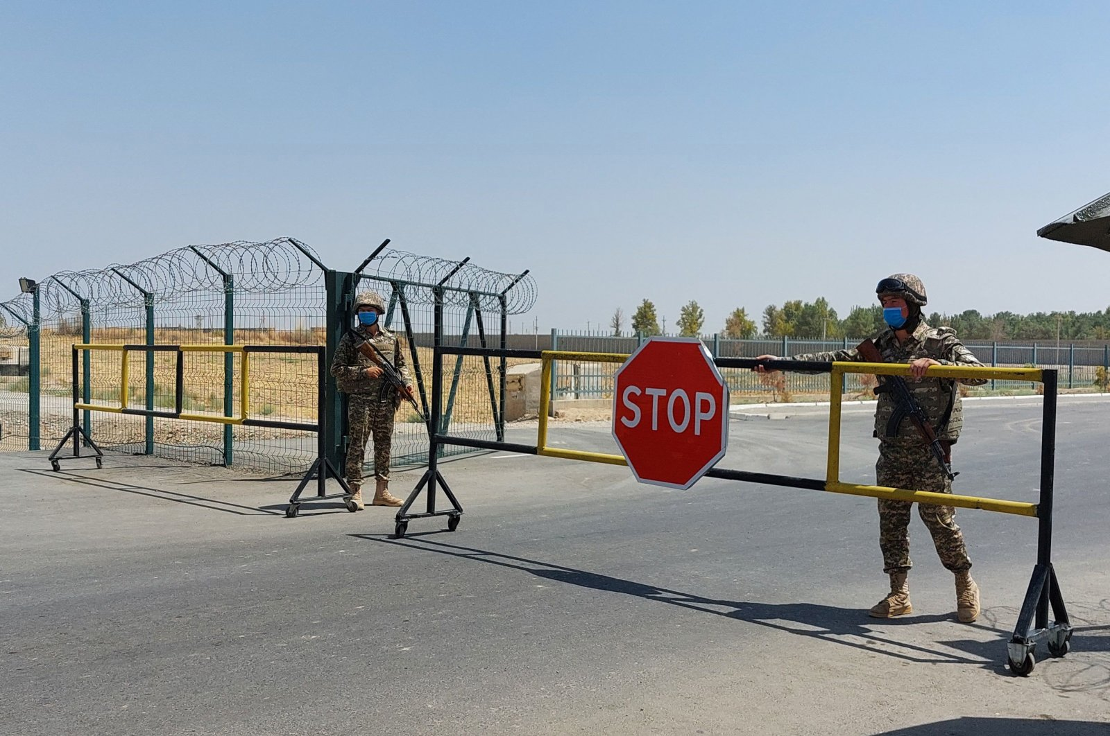 "Uzbek soldiers guard a checkpoint, two kilometers (1.24 miles) from ""Friendship Bridge"" over the Amu Darya river, which separates Uzbekistan and Afghanistan, near Termez, Uzbekistan, Aug. 15, 2021. (AFP Photo)"