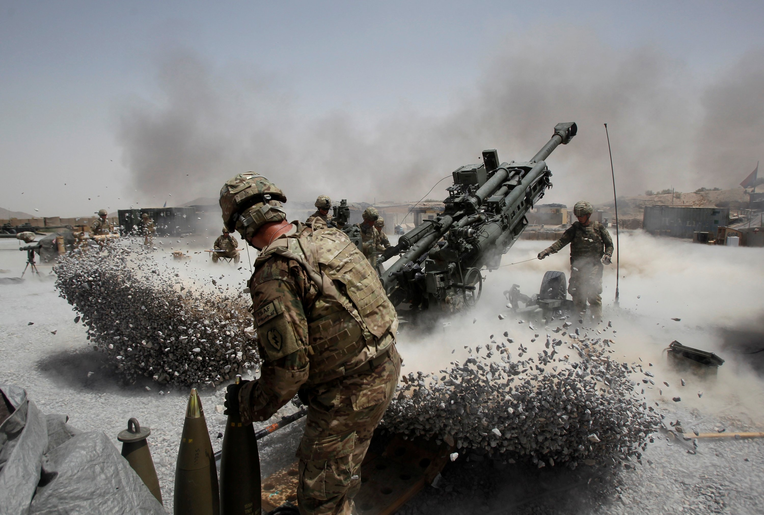 U.S. Army soldiers fire a howitzer at Sperwan Ghar in the Panjwai district of Kandahar province, southern Afghanistan, June 12, 2011. (REUTERS Photo)