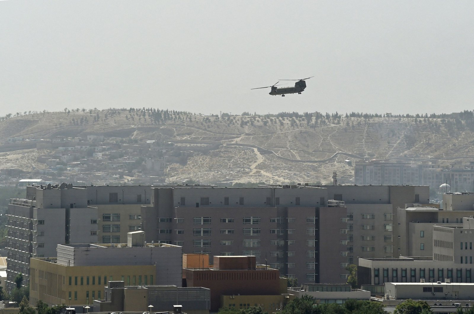 A US military helicopter is pictured flying above the US embassy in Kabul, Aug. 15, 2021. (AFP Photo)