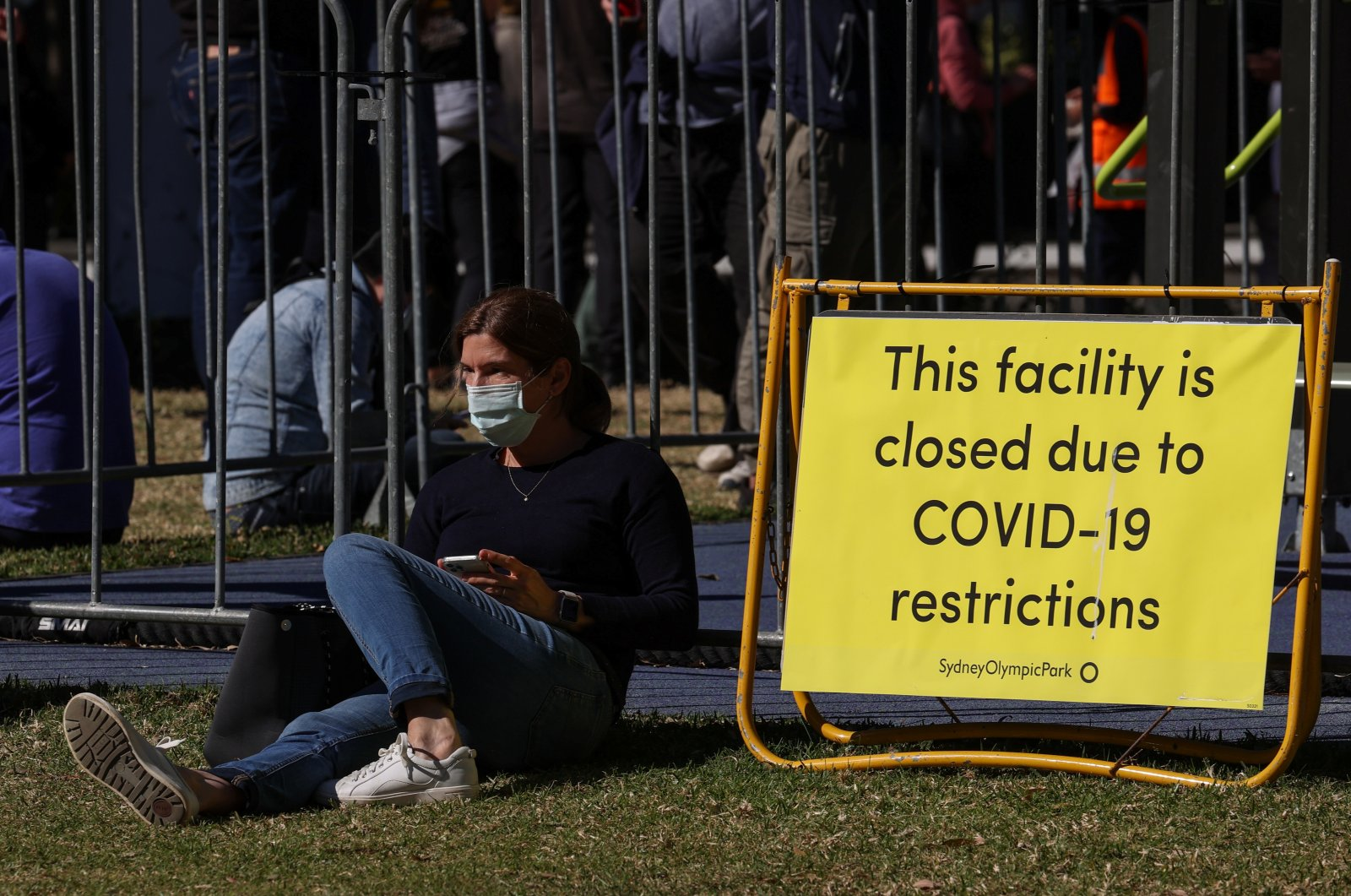People spread out in a park while waiting for their appointments outside a COVID-19 vaccination center at Sydney Olympic Park during a lockdown to curb the spread of an outbreak in Sydney, Australia, Aug. 16, 2021. (Reuters Photo)