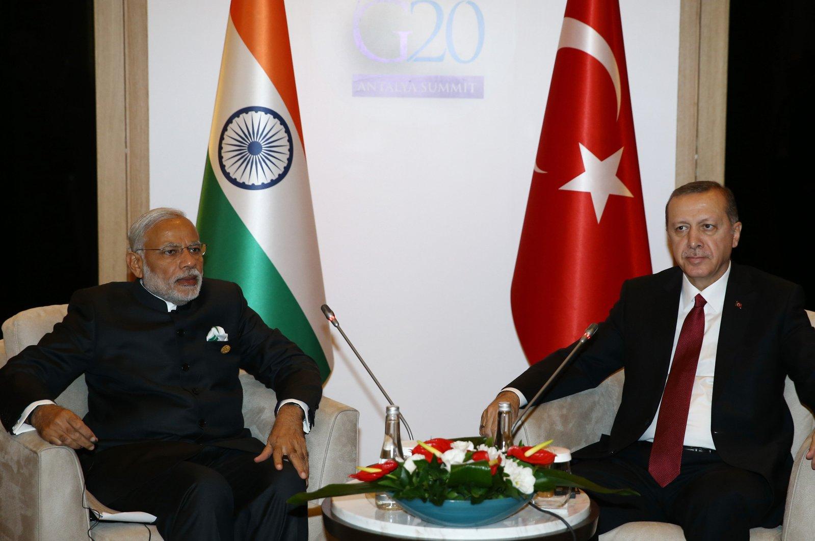 Turkey's President Recep Tayyip Erdoğan (R) and India's Prime Minister Narendra Modi meet in the capital Ankara, Turkey, Nov. 16, 2015. (Sabah Photo)
