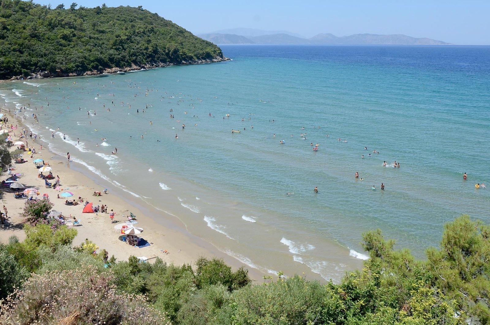 Kuşadası allures diving enthusiasts with its underwater treasures. (DHA Photo)