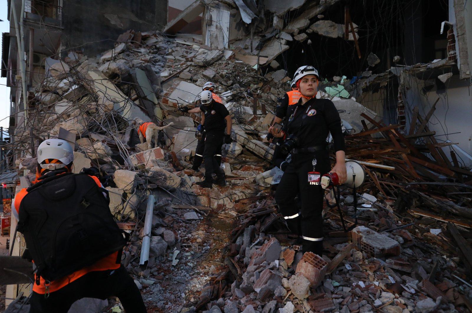 Crews attend an earthquake preparedness drill in a demolished building, in Bursa, northwestern Turkey, Aug. 13, 2021. (AA PHOTO)