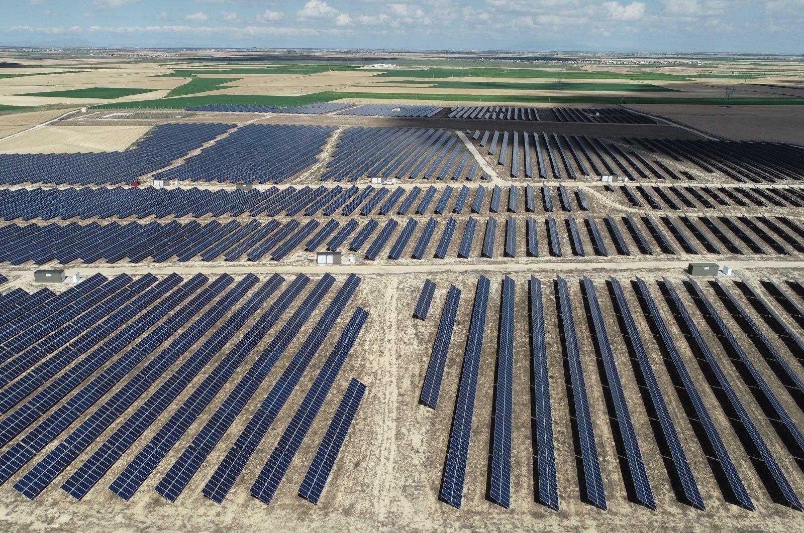 Solar panels are seenin the Karapınar district of the central Anatolian province of Konya, Turkey, May 6, 2020. (AA Photo)    ( Basir Gülüm - Anadolu Ajansı )