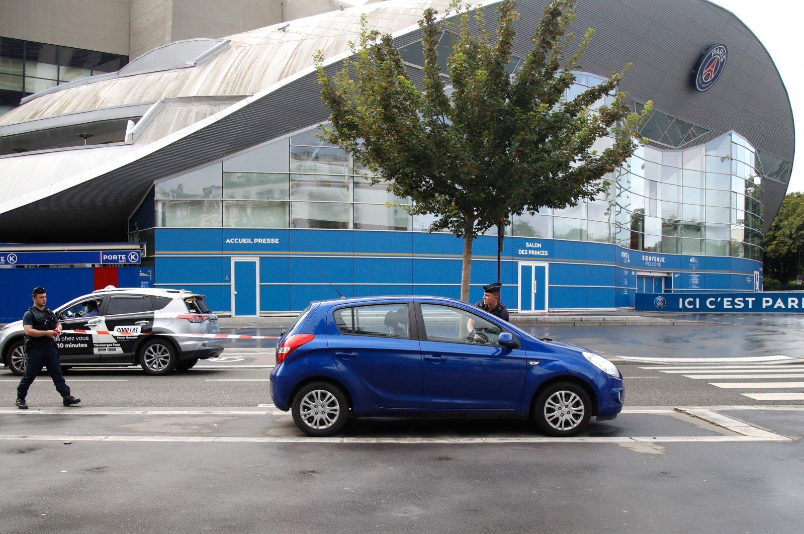 Police officers establish a security perimeter around the Parc des Princes stadium in Paris, France, Aug. 9, 2021. (AFP Photo)