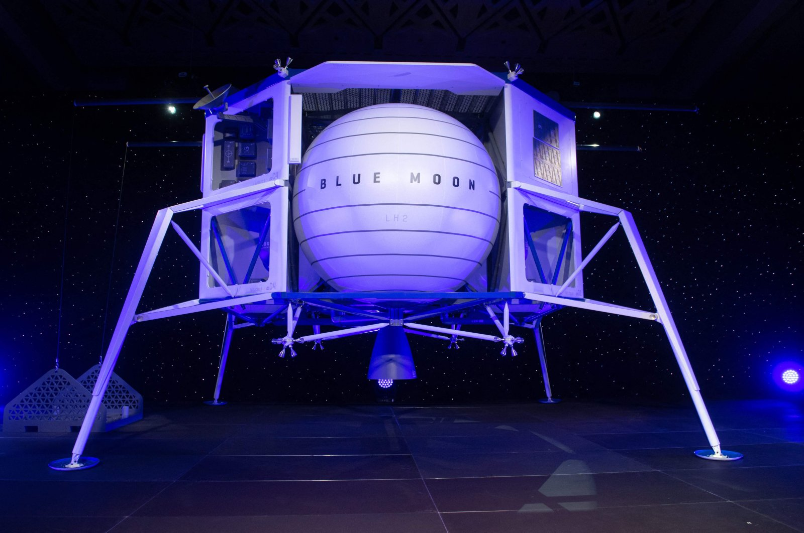 Blue Moon, a lunar landing vehicle, is seen after being announced by Amazon CEO Jeff Bezos during a Blue Origin event in Washington, D.C., May 9, 2019. (AFP Photo)
