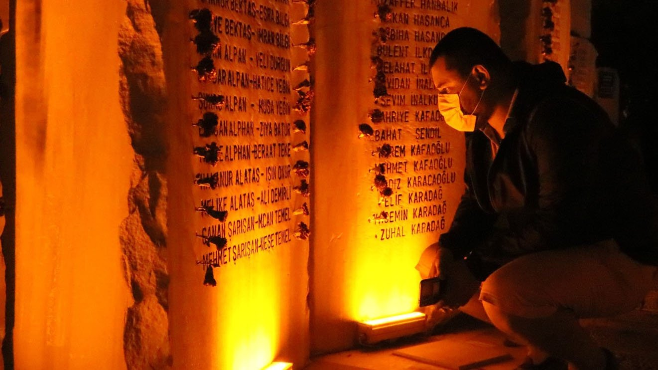 A man reads the names of victims engraved on an earthquake memorial, in Yalova, western Turkey, Aug. 17, 2021. (DHA PHOTO)