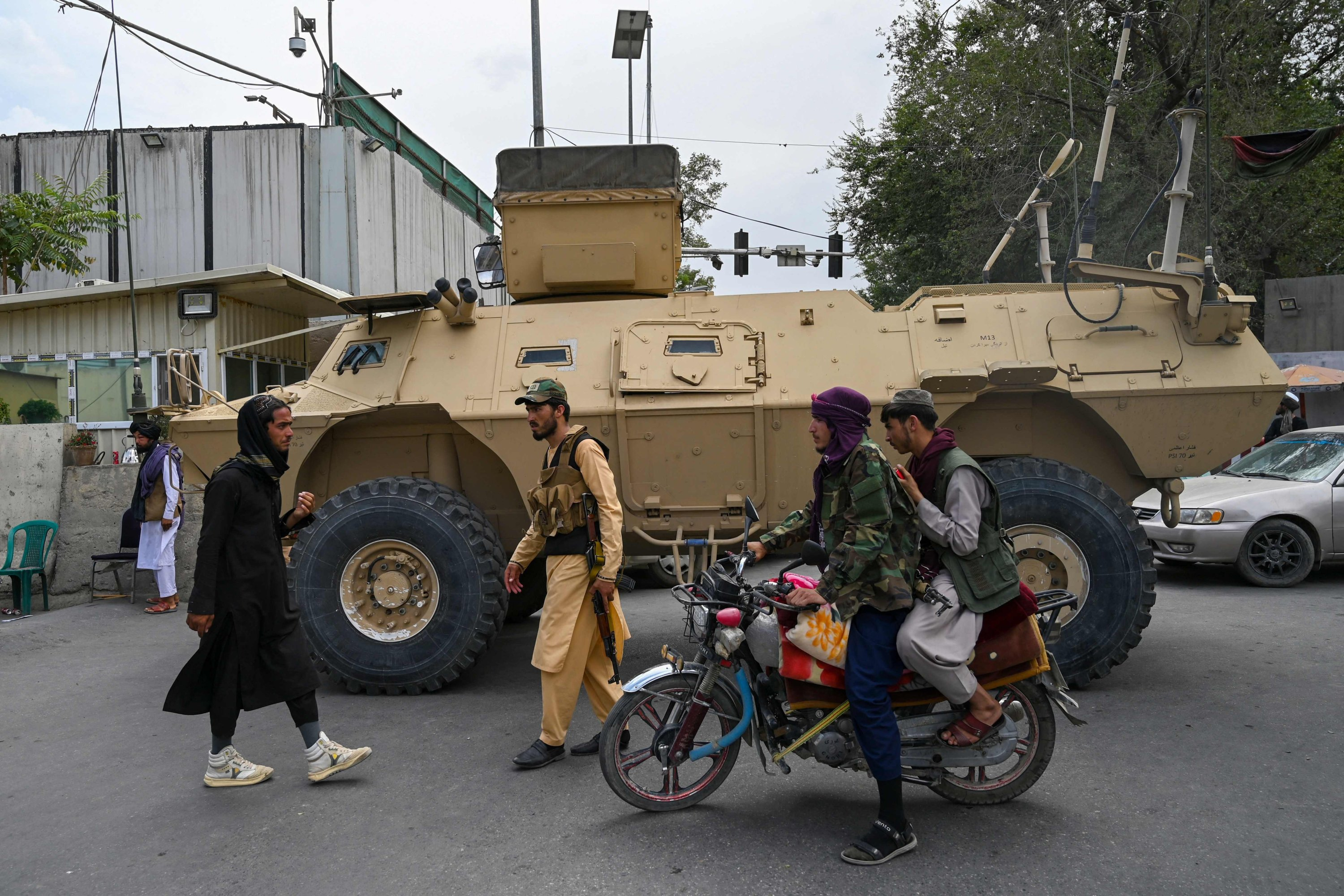 Taliban fighters patrol along a street in Kabul as the Taliban moved to quickly restart the Afghan capital following their stunning takeover of Kabul and told government staff to return to work, Afghanistan, Aug. 17, 2021, (AFP Photo)