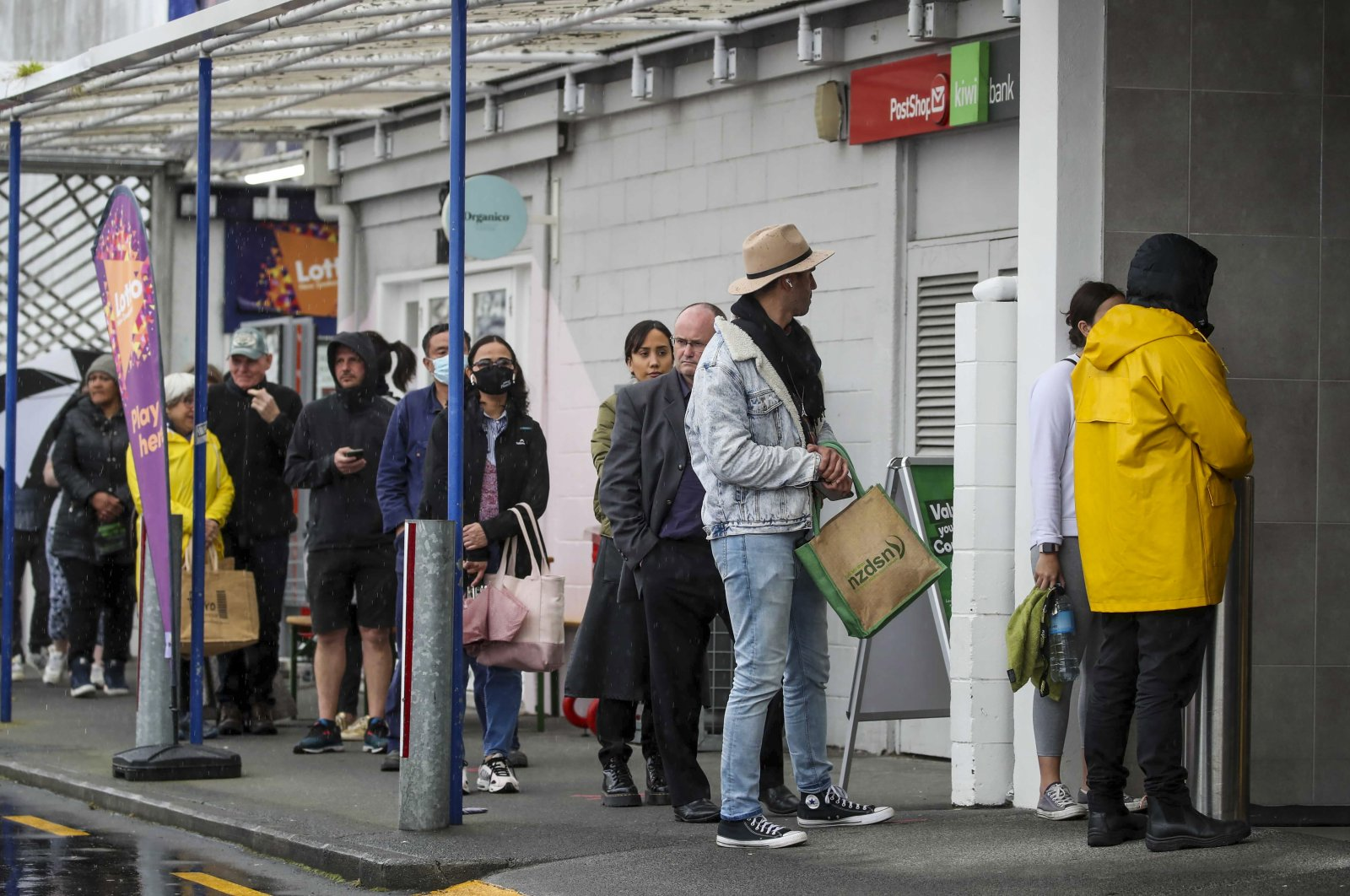 Shoppers lineup to enter a supermarket in Auckland, New Zealand, Aug. 17, 2021. (New Zealand Herald via AP)