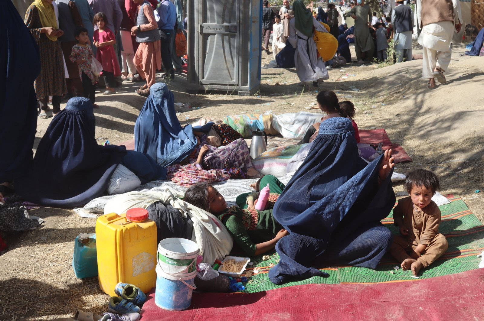Afghans who are displaced from Kunduz and Takhar provinces due to fighting between Taliban and Afghan forces live in temporary shelters at a camp in Kabul, Afghanistan, Aug. 10, 2021 (EPA File Photo)
