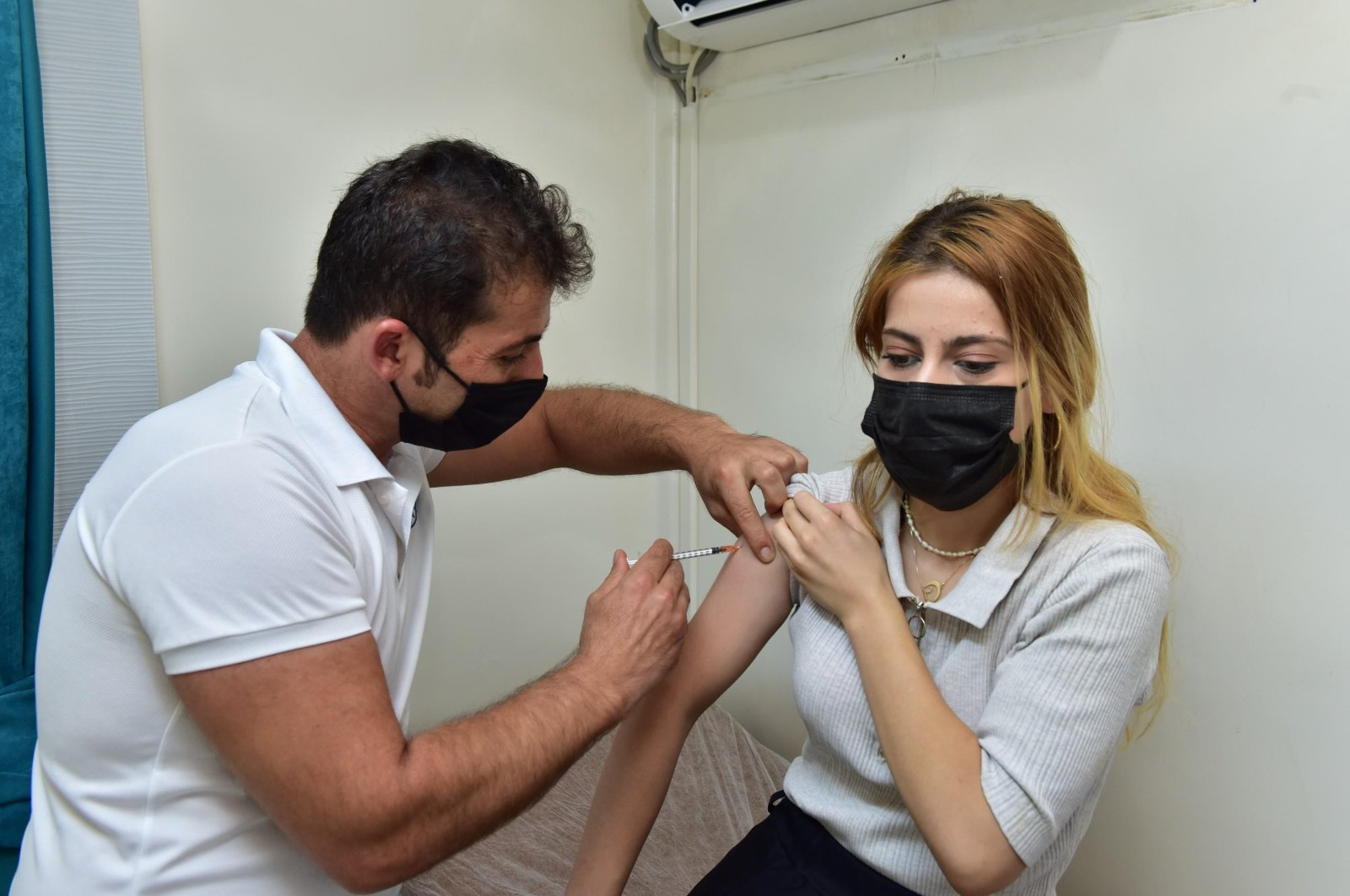 A woman gets vaccinated at a vaccination spot, in Kepez, Antalya, in southern Turkey, Aug. 17, 2021. (IHA PHOTO)