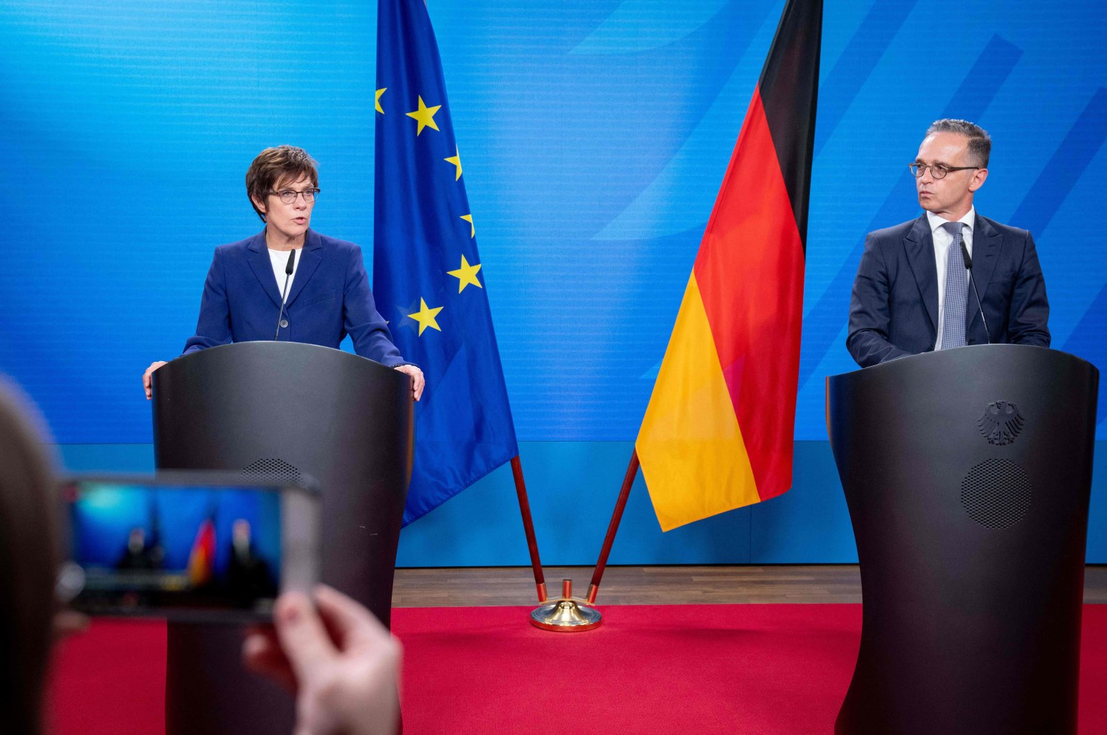 German Defense Minister Annegret Kramp-Karrenbauer (L) and German Foreign Minister Heiko Maas attend a joint press conference on evacuation measures at the airport in Kabul following the Taliban takeover of Afghanistan, in Berlin, on August 17, 2021 at the Foreign Ministry in Berlin. (AFP Photo)