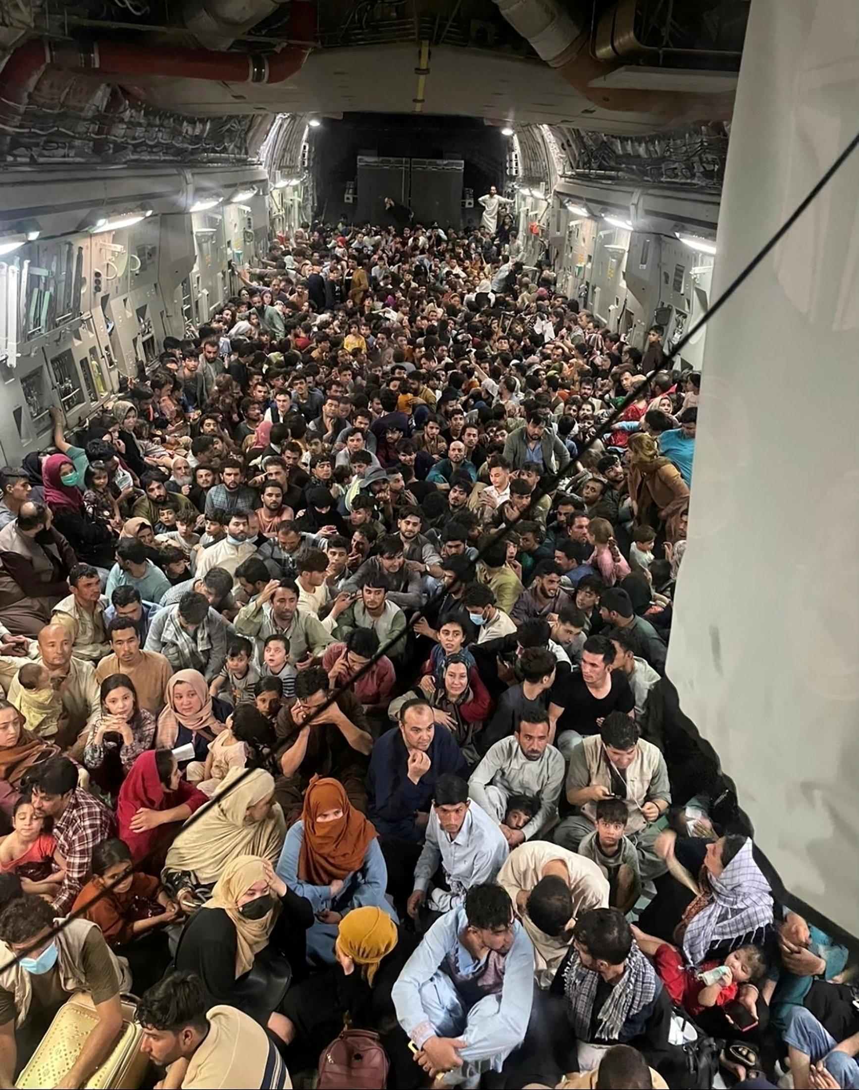 Evacuees crowd the interior of a U.S. Air Force C-17 Globemaster III transport aircraft, carrying some 640 Afghans to Qatar from Kabul, Afghanistan, Aug.15, 2021. (REUTERS Photo)