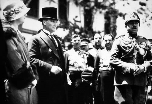 Amanullah Khan with first Turkish President, Mustafa Kemal Atatürk in Ankara, 1928. (Photo credit belongs to Wikimedia)