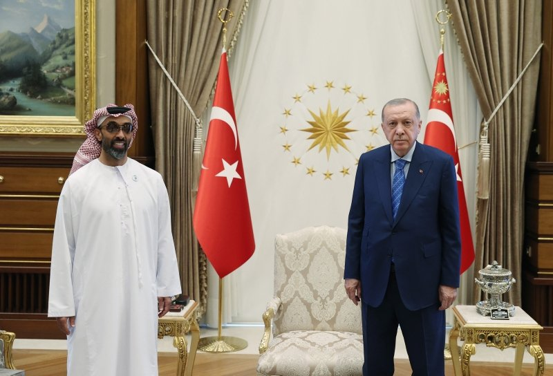 President Recep Tayyip Erdoğan (R) and the UAE's National Security Adviser Sheikh Tahnoun bin Zayed Al Nahyan pose for a picture at the Presidential Complex in Ankara, Turkey, on Aug. 18, 2021. (AA Photo)