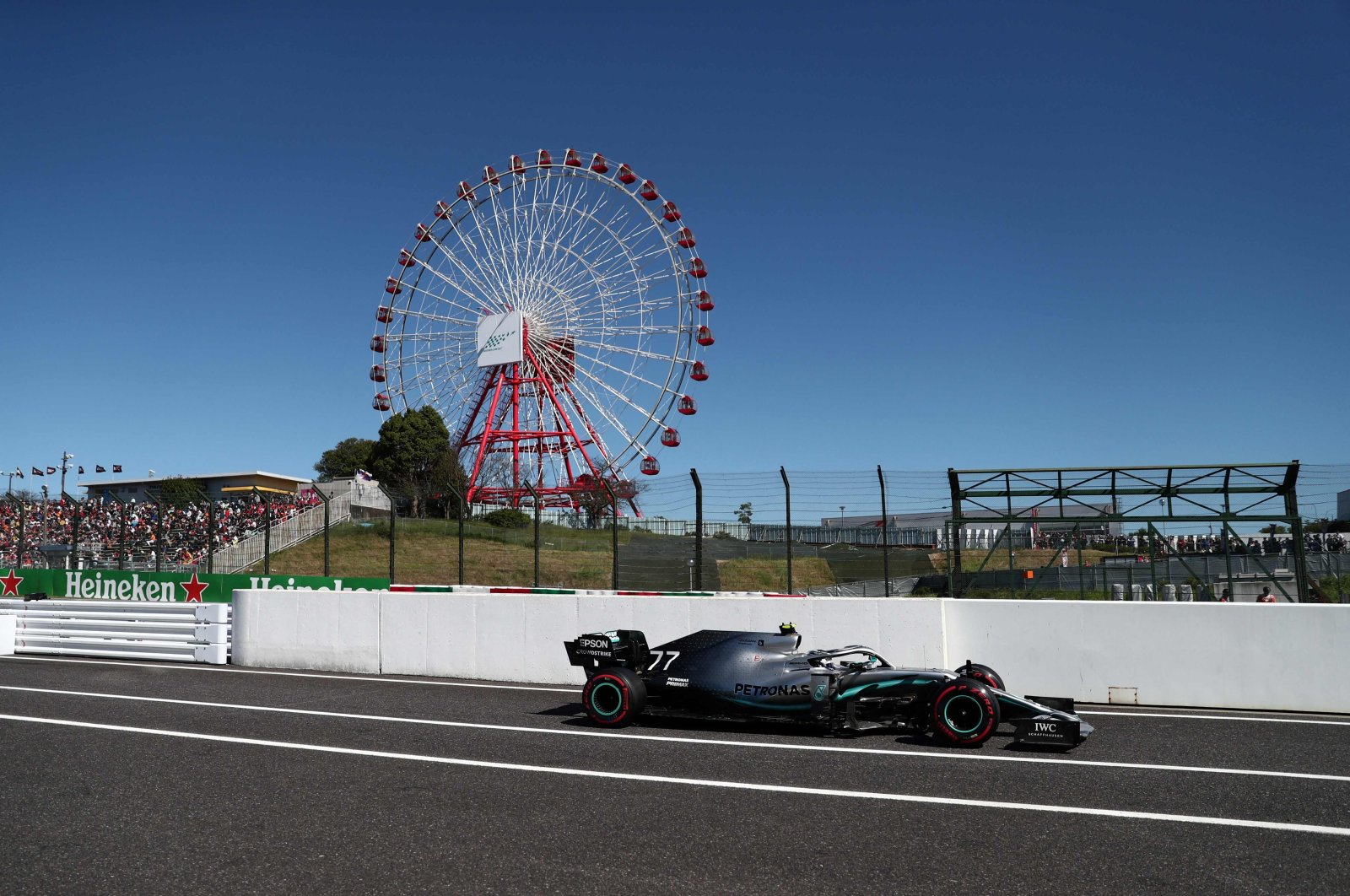 Mercedes' Finnish driver Valtteri Bottas returns to the pits during the Formula One Japanese Grand Prix at Suzuka, Japan, Oct. 13, 2019. (AFP Photo)