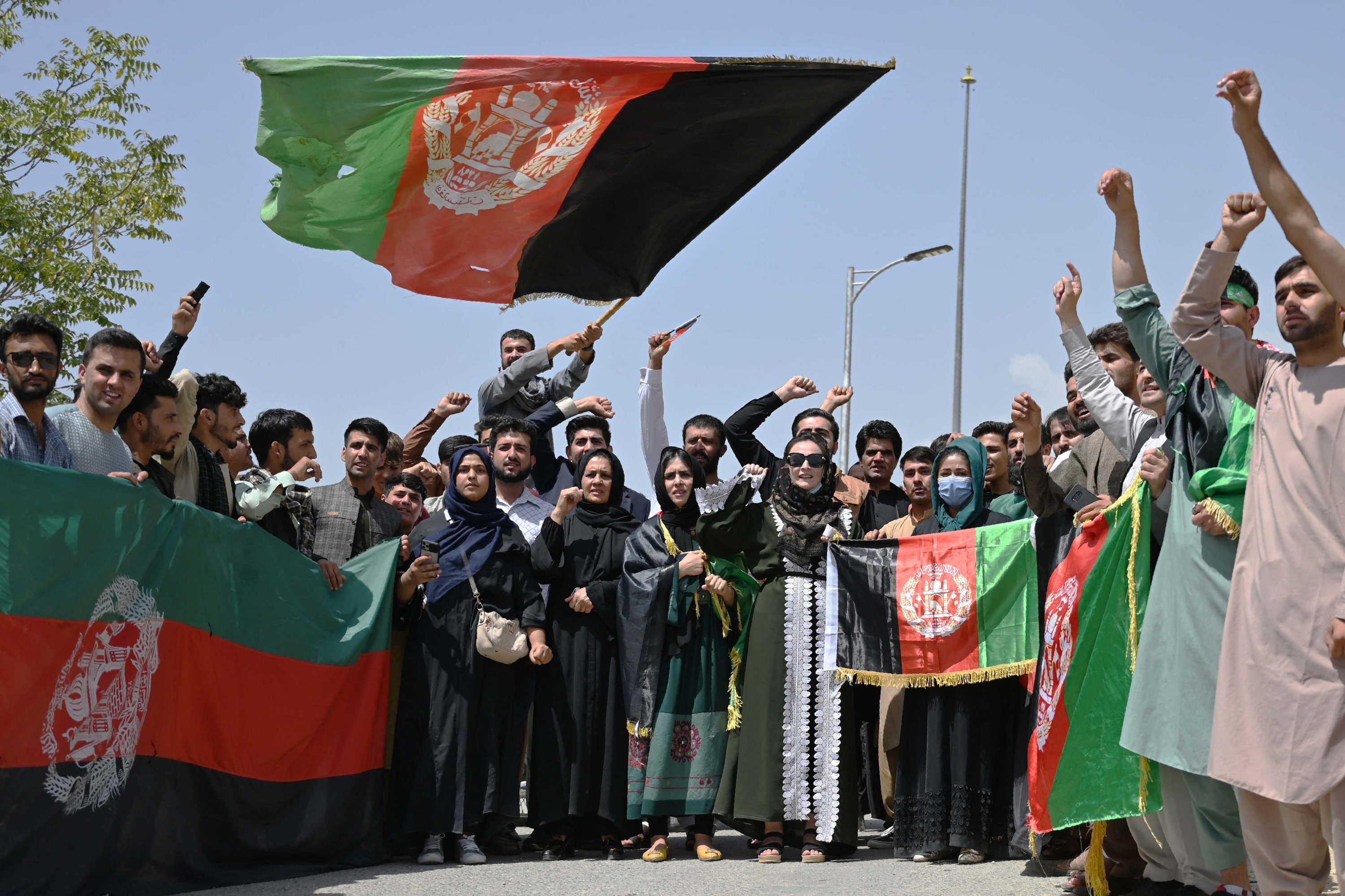Afghans celebrate the 102th Independence Day of Afghanistan with the national flag in Kabul, Afghanistan, Aug. 19, 2021. (AFP Photo)