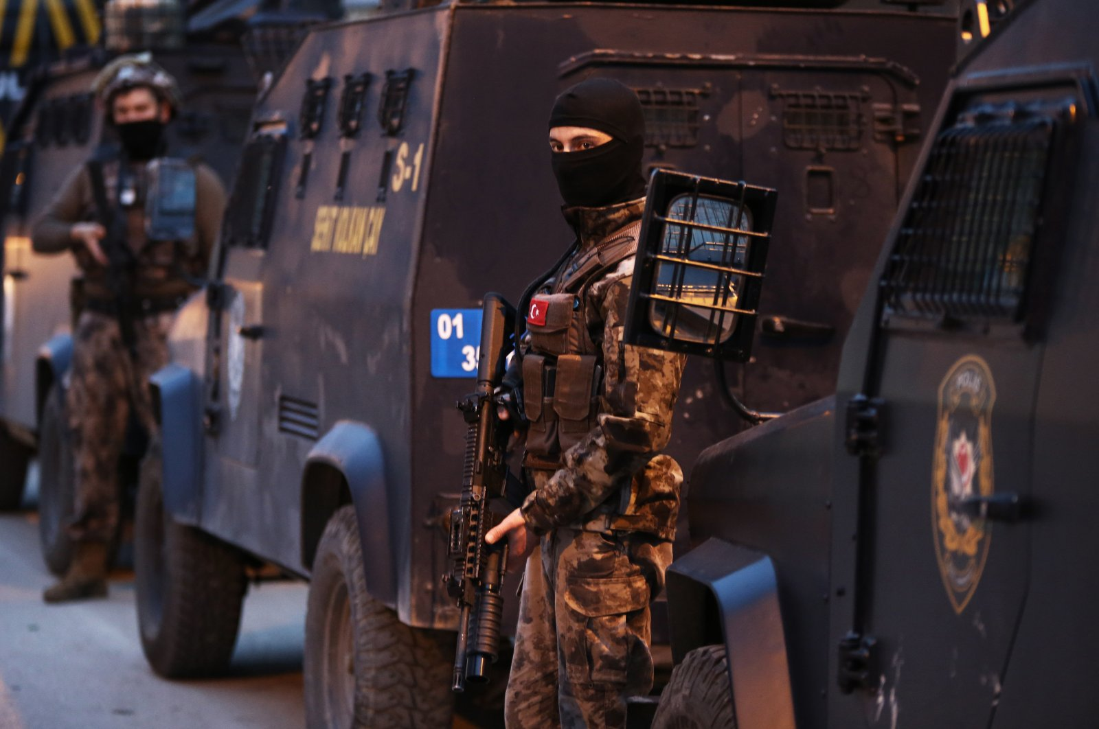 Turkish counterterrorism police officers take part in an operation against Daesh terrorists in southern Adana province, March 17, 2020. (AA File Photo)